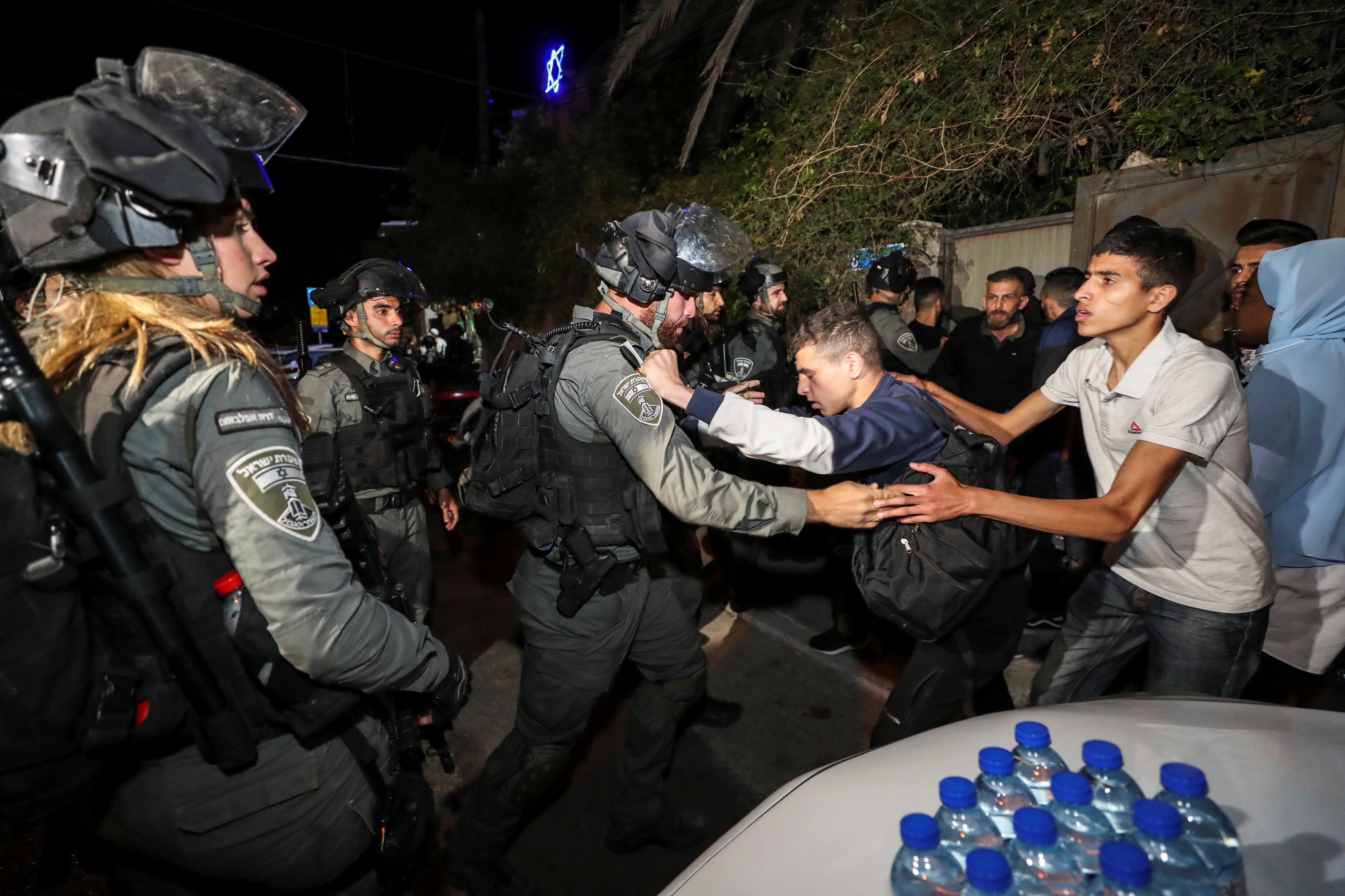 An Israeli border policeman scuffles with a Palestinian protester during clashes amid ongoing tension ahead of an upcoming court hearing in an Israeli-Palestinian land-ownership dispute in the Sheikh Jarrah neighbourhood of East Jerusalem May 3, 2021.   REUTERS/Ammar Awad