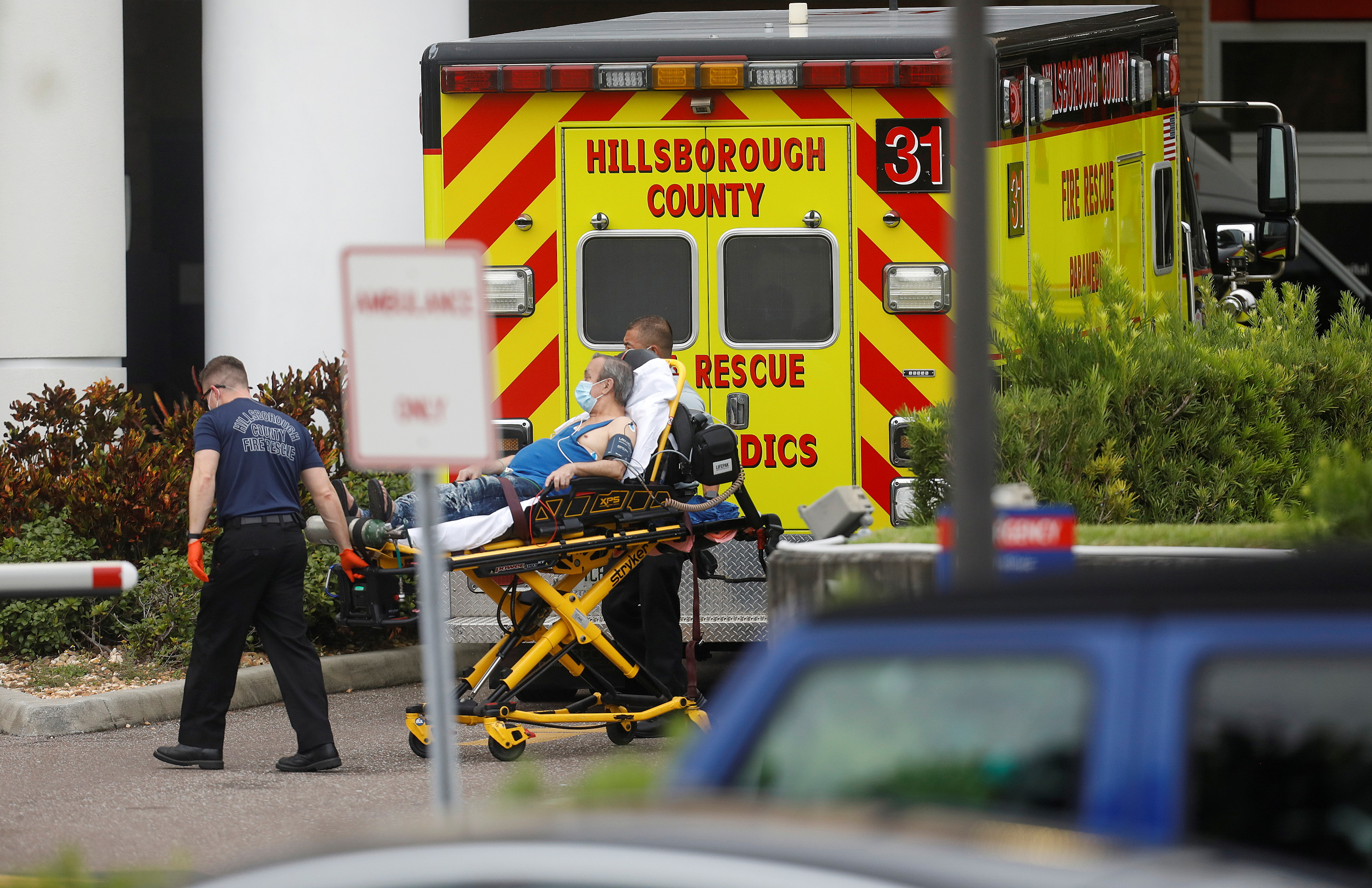 Hillsborough County Rescue first responders admit a patient to the emergency room at St. Joseph's Hospital amid a coronavirus disease (COVID-19) outbreak in Tampa, Florida, U.S., August 3, 2021.  REUTERS/Octavio Jones/Files