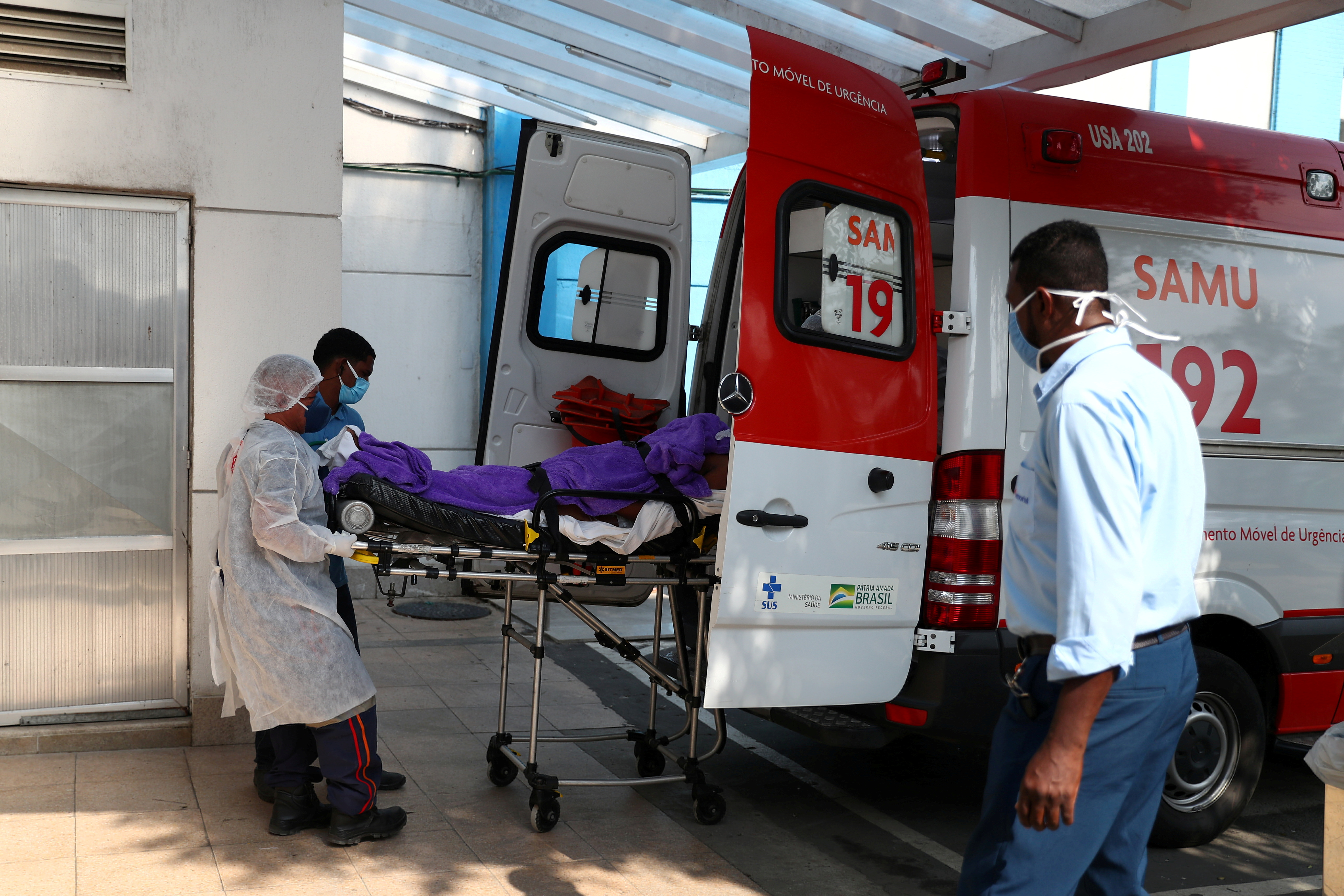 A patient with suspected COVID-19 infection arrives at the Sao Jose hospital in the Emergency Mobile Care Service (SAMU) ambulance, amid the coronavirus disease (COVID-19) outbreak, in Duque de Caxias near Rio de Janeiro, Brazil May 20, 2021. REUTERS/Pilar Olivares/File Photo