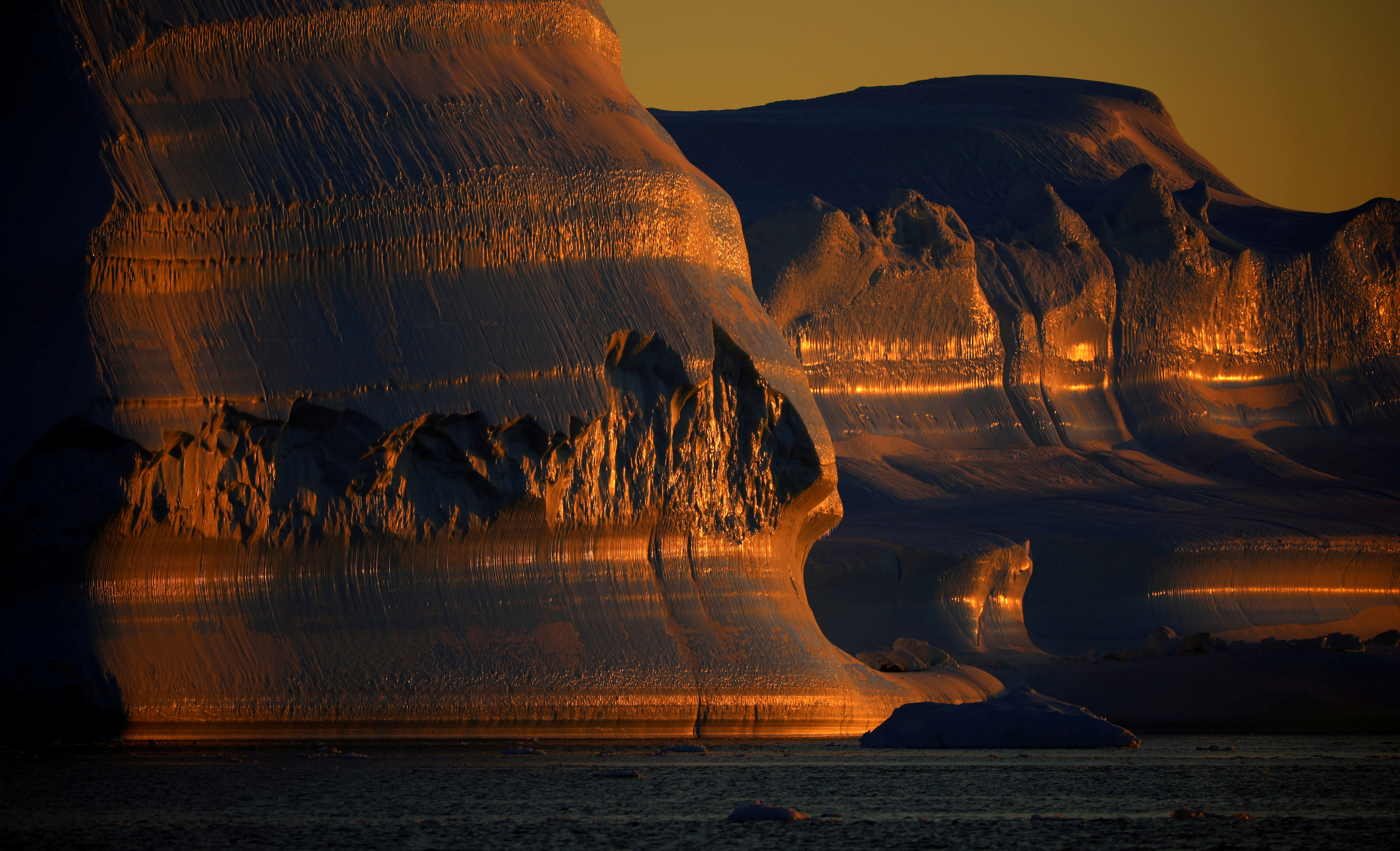 Icebergs are seen at the at the mouth of the Jakobshavns ice fjord during sunset near Ilulissat, Greenland, September 16, 2021. REUTERS/Hannibal Hanschke/File Photo