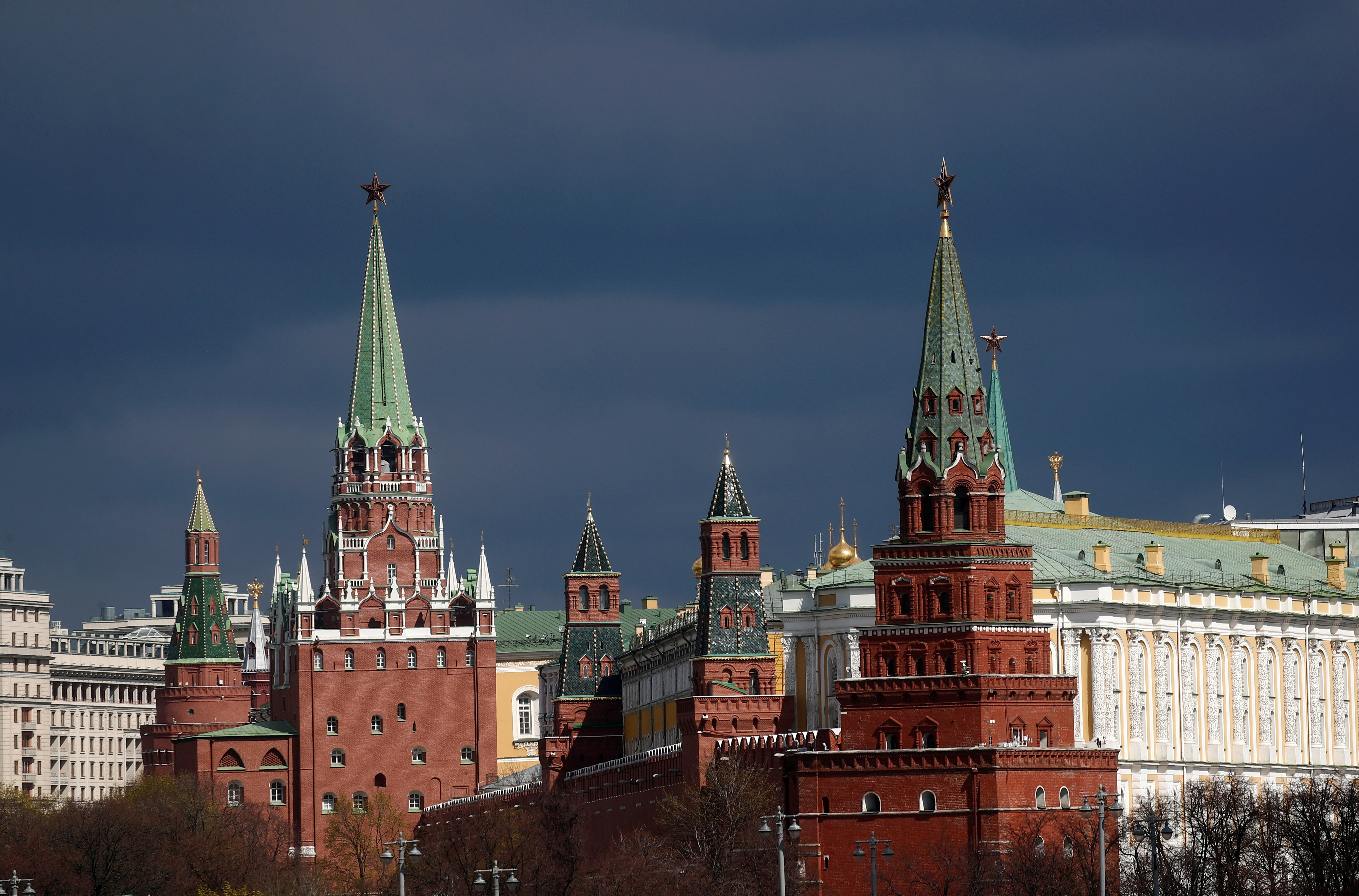 A view shows the Kremlin amid the coronavirus disease (COVID-19) outbreak in Moscow, Russia April 20, 2020. REUTERS/Maxim Shemetov/File Photo