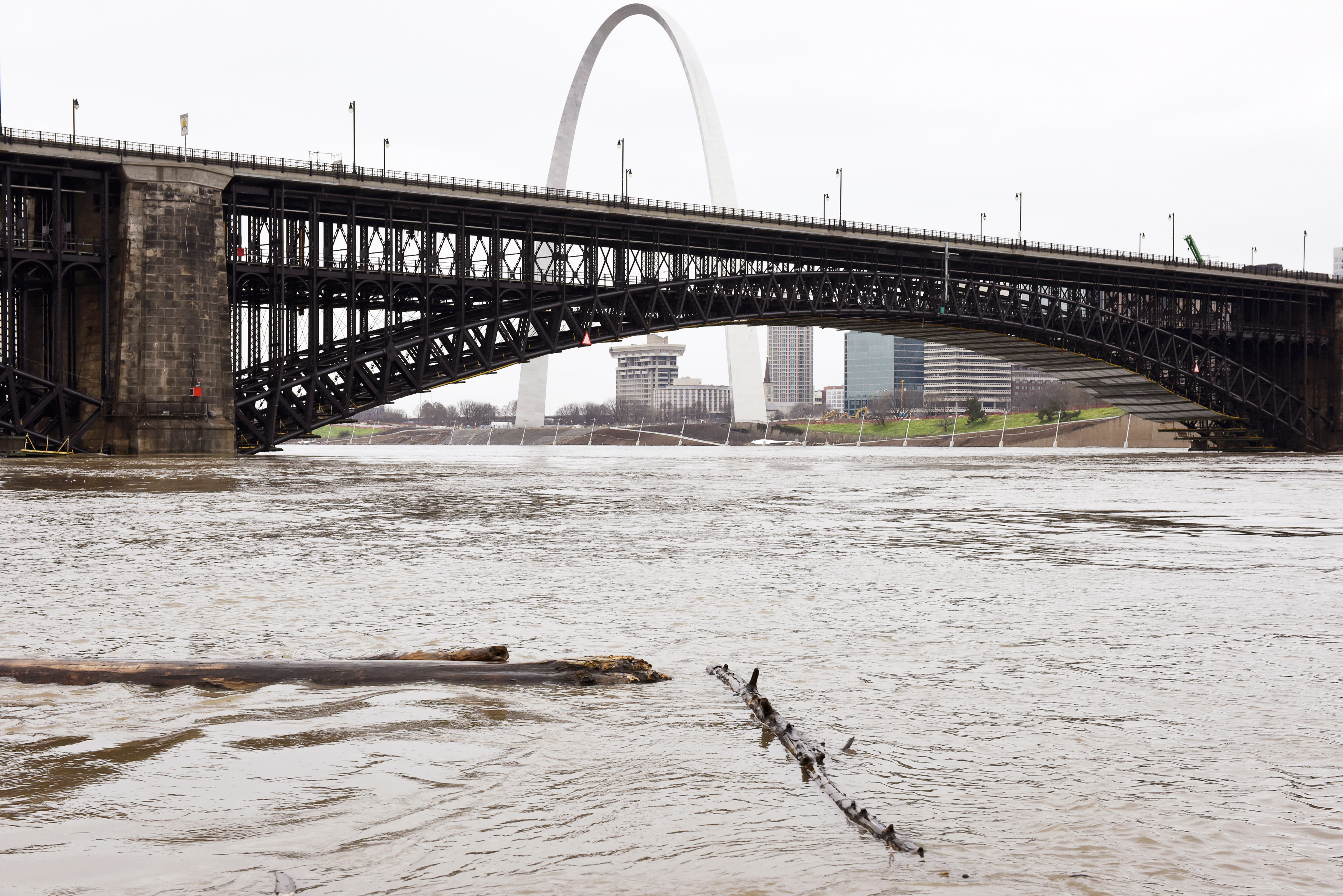 The Mississippi River is pictured flowing at 800,000 CFS (cubic feet per second) measured by the U.S. Geological Survey (USGS) in St. Louis, Missouri, December 31, 2015.  Missouri and Illinois were bracing for more flooding on Thursday as rain-swollen rivers, some at record heights, overflowed their banks, washing out hundreds of structures and leaving thousands of people displaced from their homes.  REUTERS/Kate Munsch
