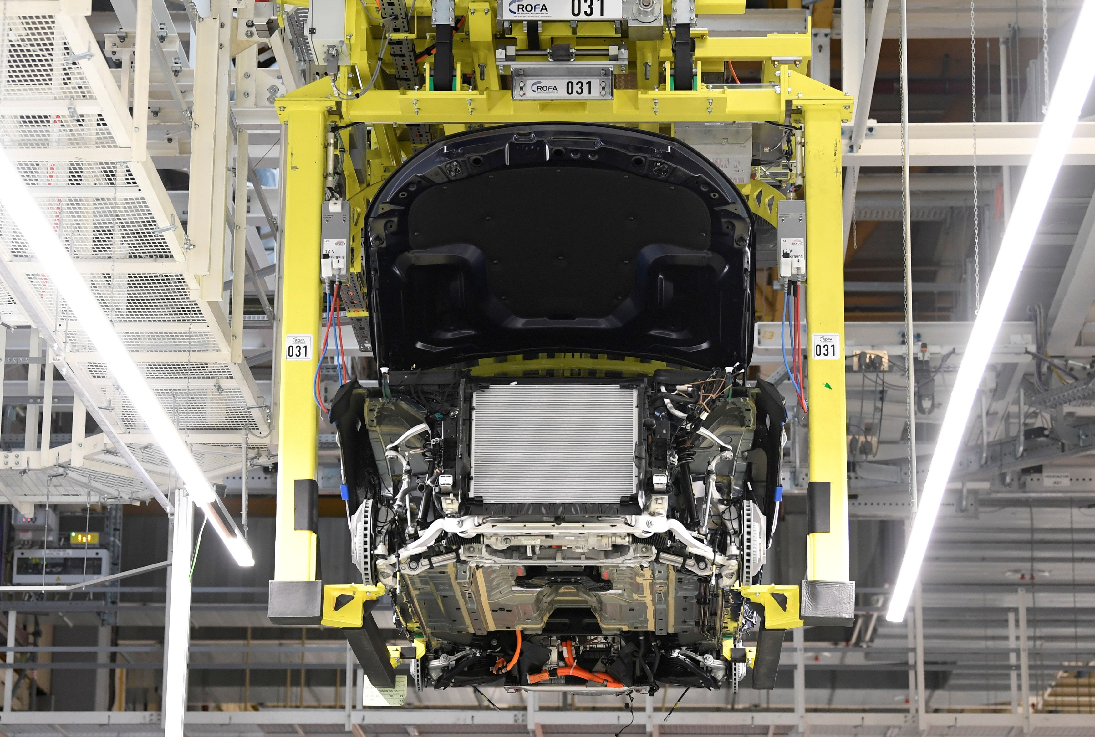 A battery cell is installed at a Mercedes-Benz EQC electric car in a production line at a plant in Bremen, Germany, January 29, 2020.  REUTERS/Fabian Bimmer/File Photo