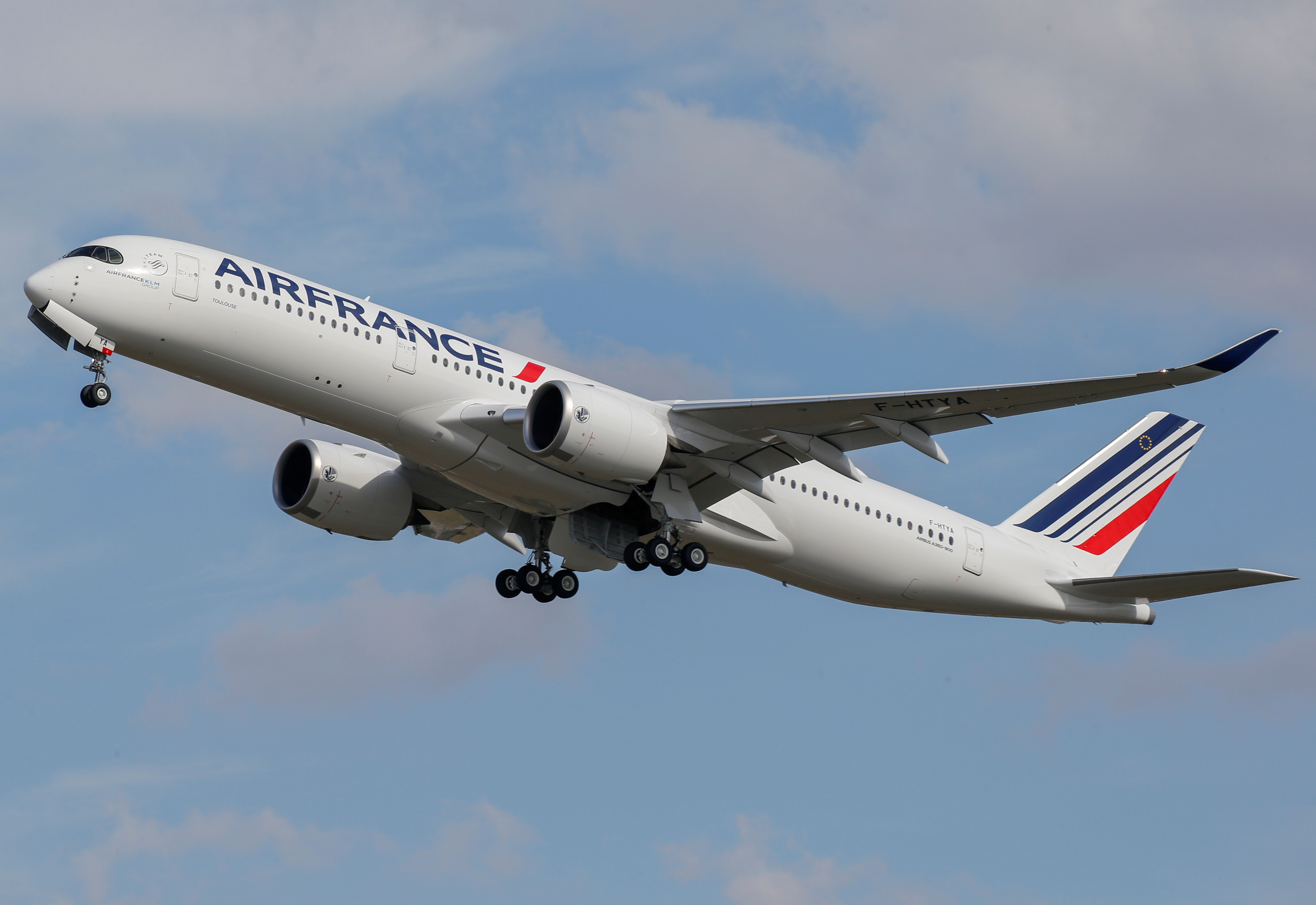 The first Air France airliner's Airbus A350 takes off after a ceremony at the aircraft builder's headquarters in Colomiers near Toulouse, France, September 27, 2019. REUTERS/Regis Duvignau/File Photo