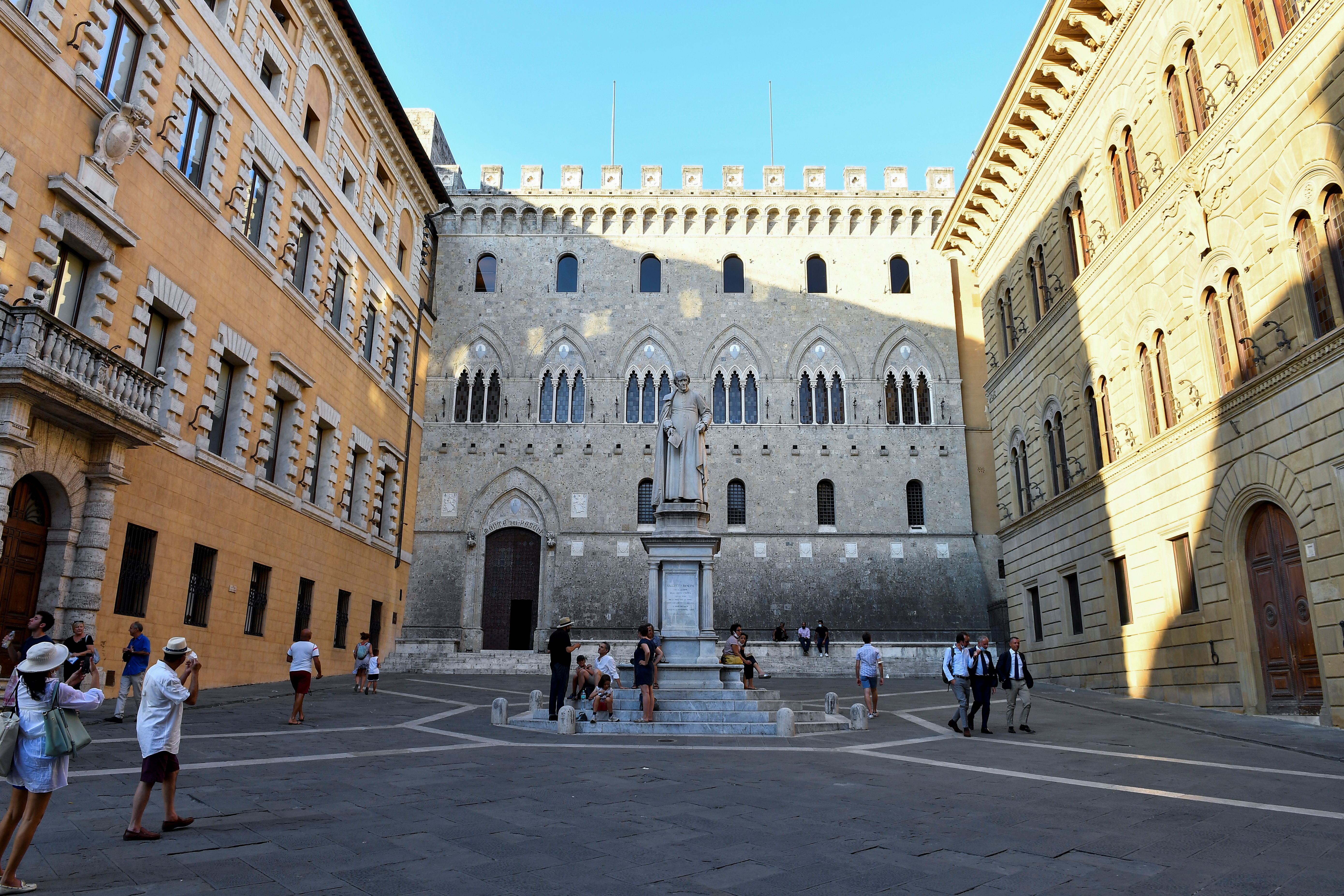 General view of Piazza Salimbeni, home to Monte dei Paschi di Siena (MPS), the oldest bank in the world, which is facing massive layoffs as part of a planned corporate merger, in Siena, Italy, August 11, 2021. REUTERS / Jennifer Lorenzini