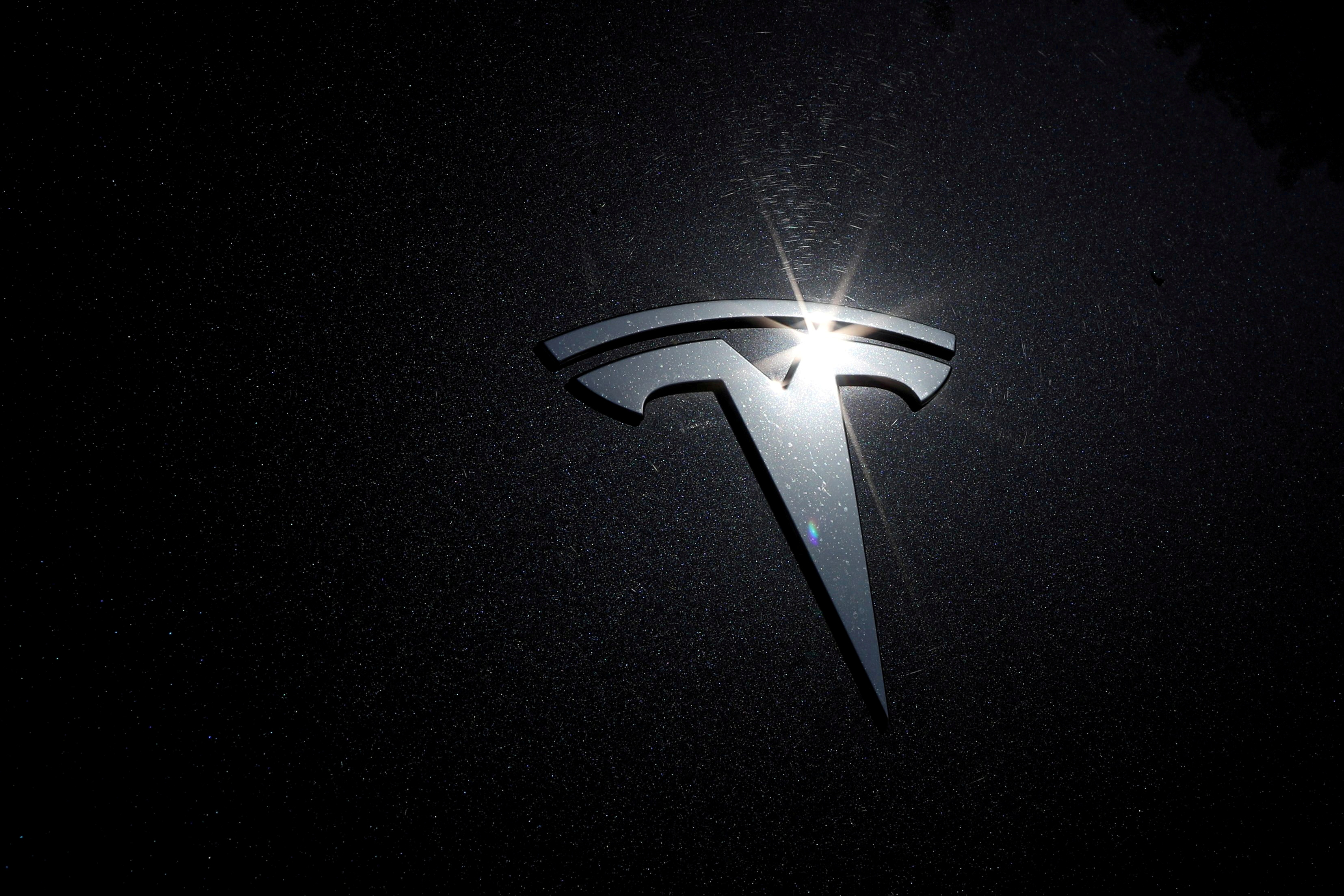 The Tesla logo is seen on a car in Los Angeles, California, U.S., July 9, 2020.  REUTERS/Lucy Nicholson/File Photo
