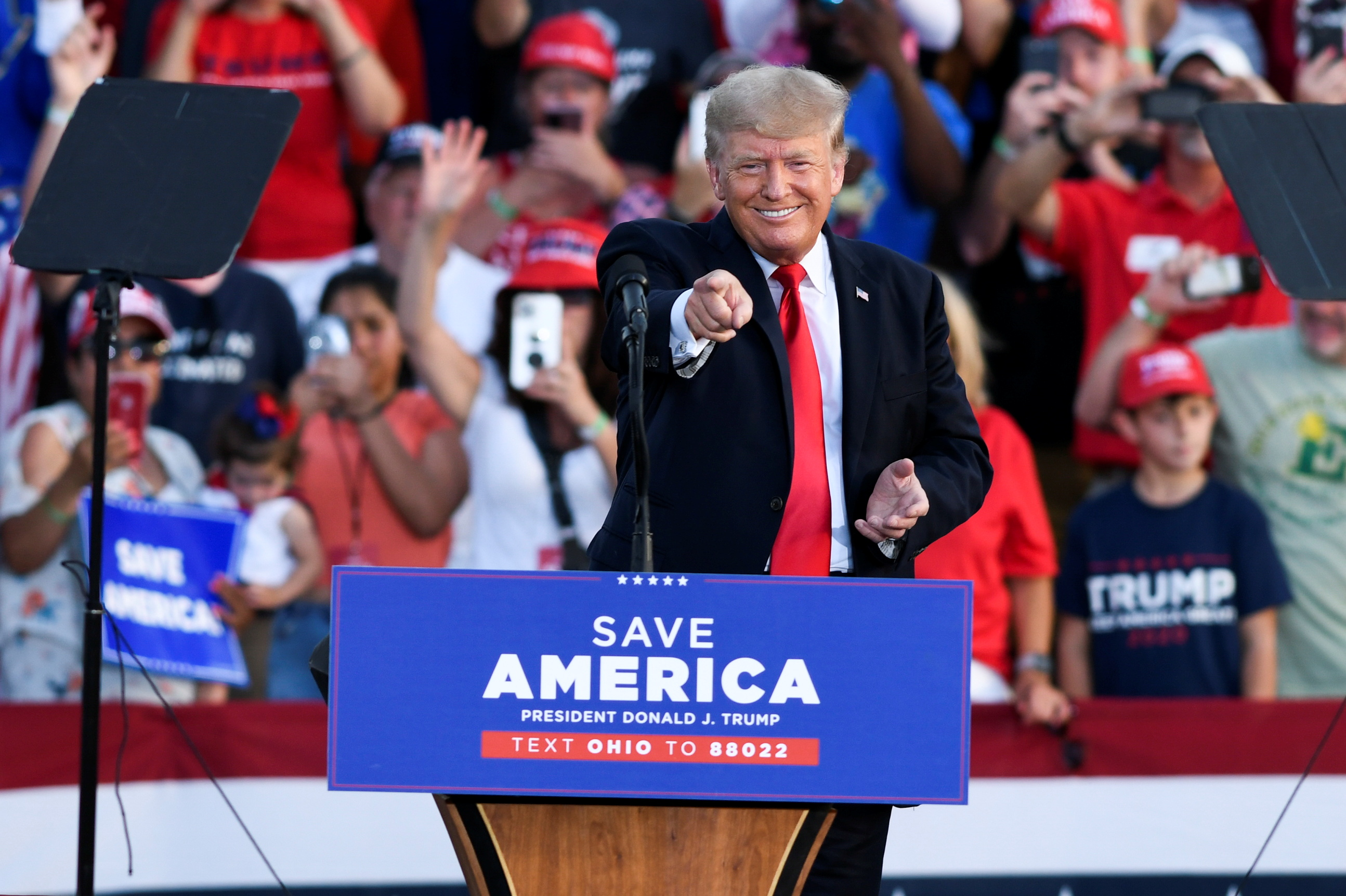 At Ohio rally, Trump knocks Biden on border, hints at 2024 plans | Reuters