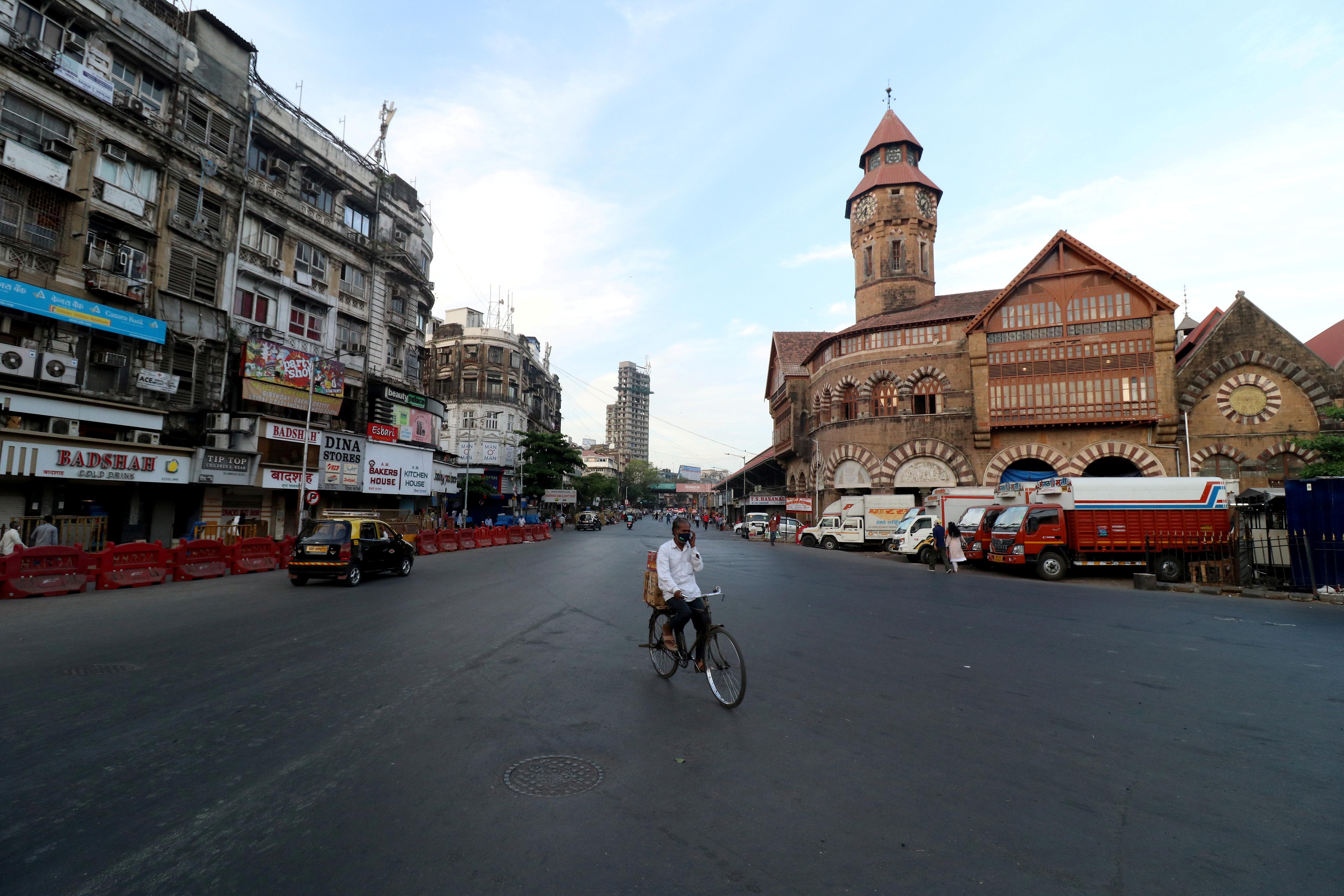 A man rides his bicycle during a lockdown to limit the spread of the coronavirus disease (COVID-19) in Mumbai, India, April 23, 2021. REUTERS/Niharika Kulkarni