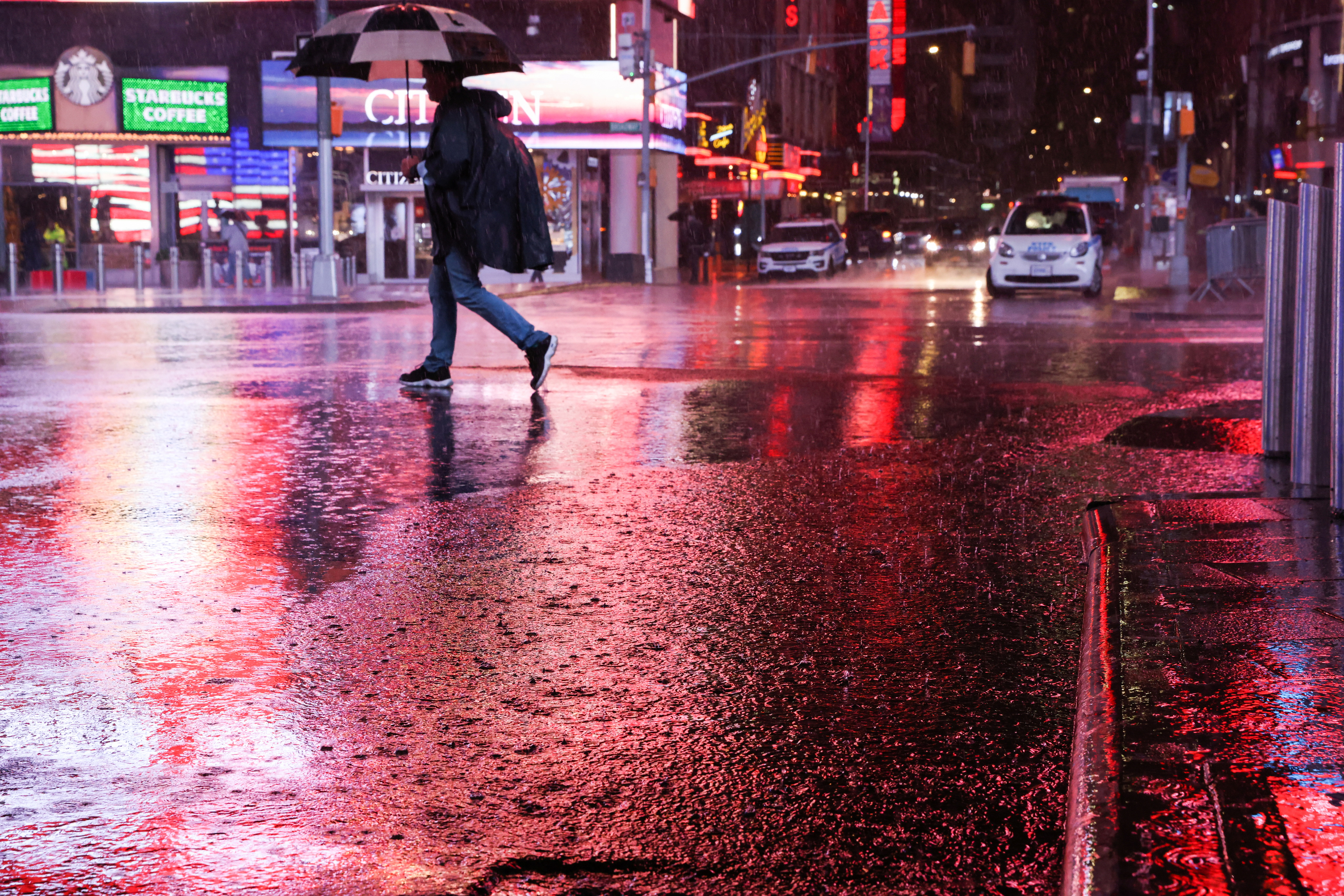 Powerful Nor'easter Drenches East Coast With Hurricane-Force Winds and Flooding as Bomb Cyclone Lashes West Coast