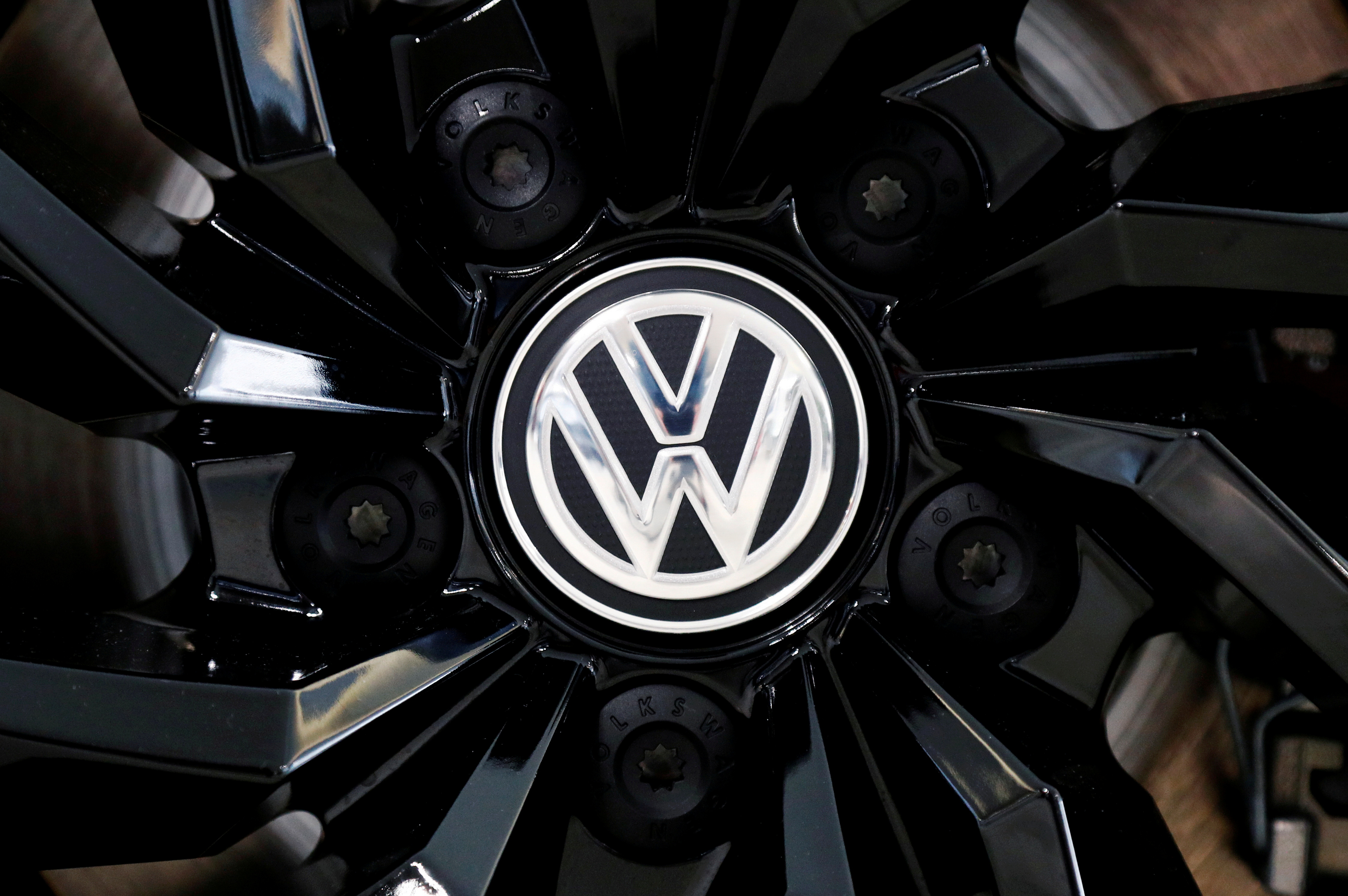 The logo of German carmaker Volkswagen is seen on a rim cap in a showroom of a Volkswagen car dealer in Brussels, Belgium July 9, 2020. REUTERS/Francois Lenoir