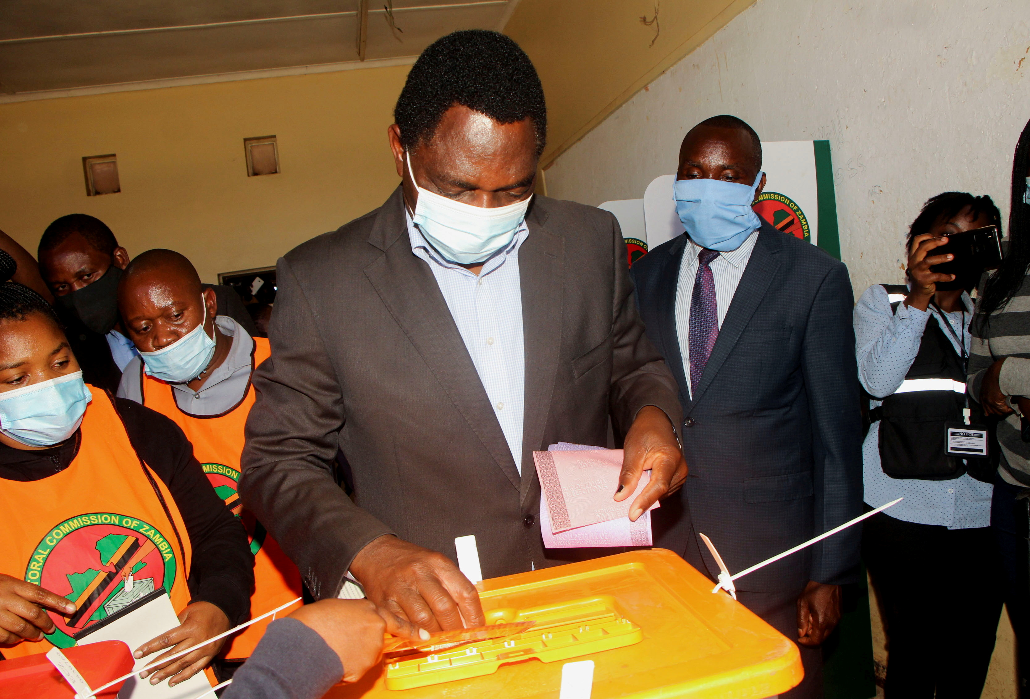 Opposition UPND party's presidential candidate Hakainde Hichilema casts his ballot in Lusaka, Zambia, August 12, 2021. REUTERS/Jean Ndaisenga/File Photo