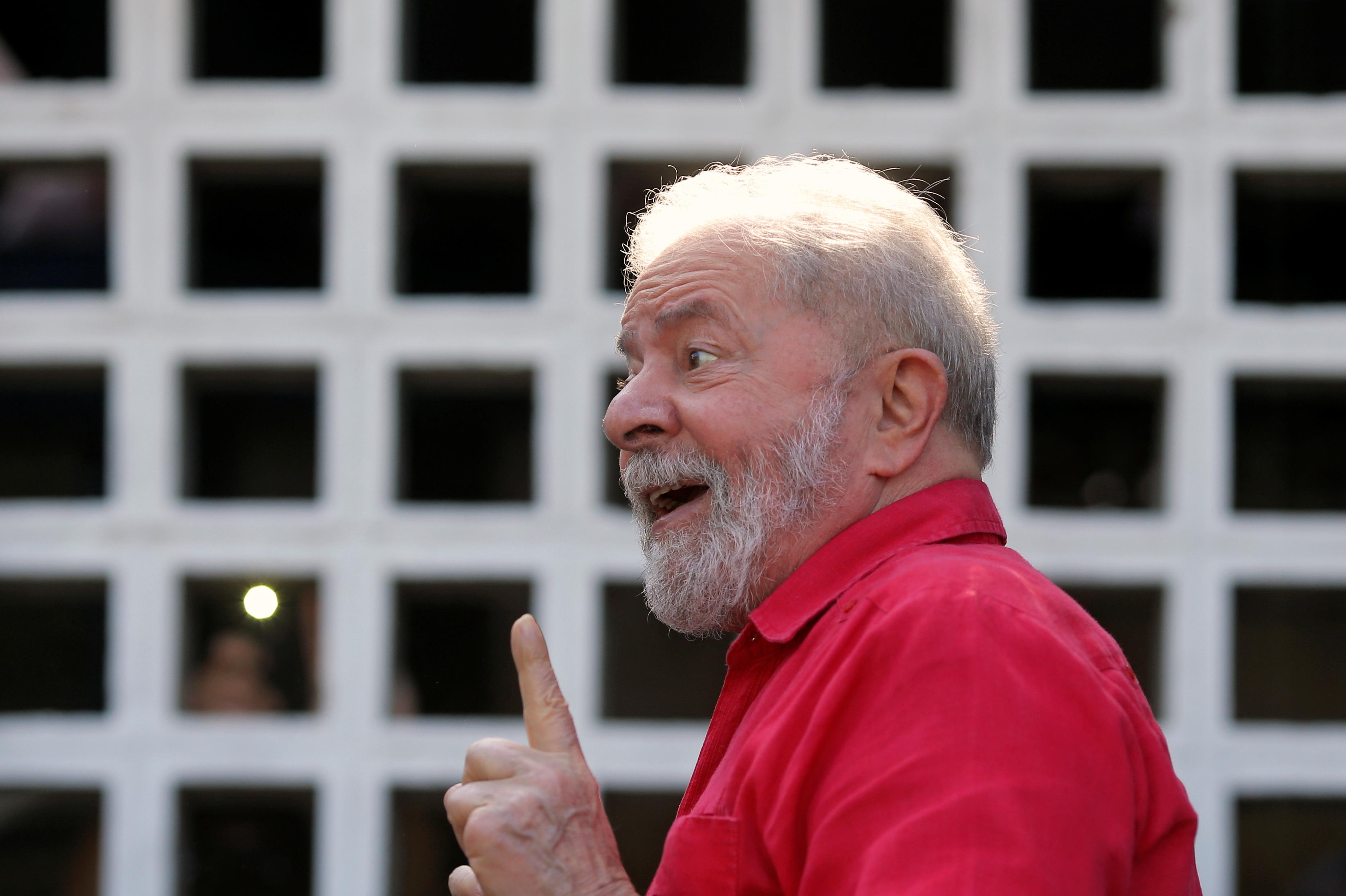 Former Brazil's President Luiz Inacio Lula da Silva gestures after voting at a polling station during the municipal elections in Sao Bernardo do Campo, Brazil, November 15, 2020. REUTERS/Amanda Perobelli