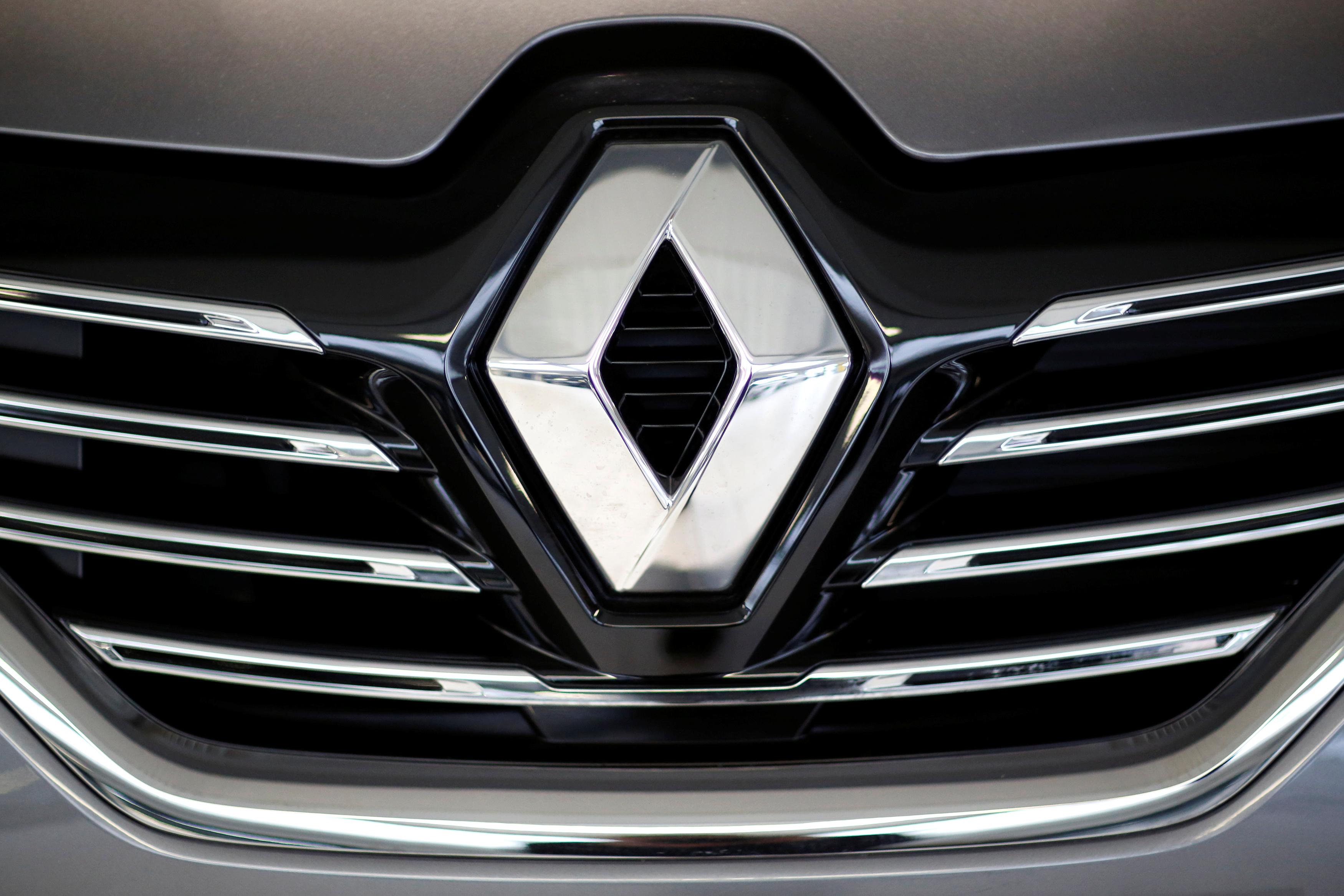 The Renault logo on a Renault Espace car at a dealership in Les Sorinieres near Nantes, France, November 24, 2015. REUTERS/Stephane Mahe/File Photo