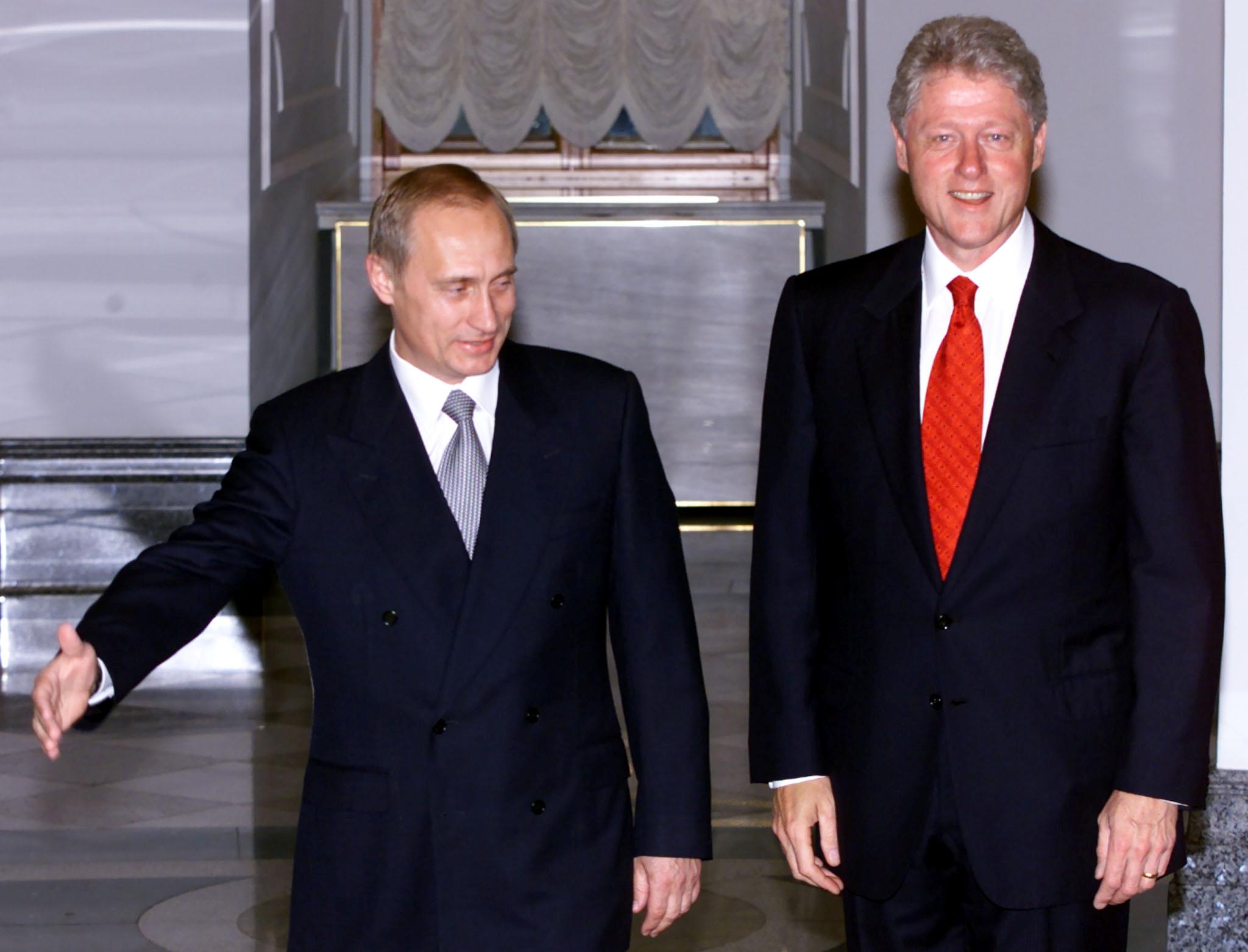 Russian President Vladimir Putin (L) gestures to invite U.S. President Bill Clinton as they meet in the Kremlin June 3, 2000 WAW/JDP/File Photo