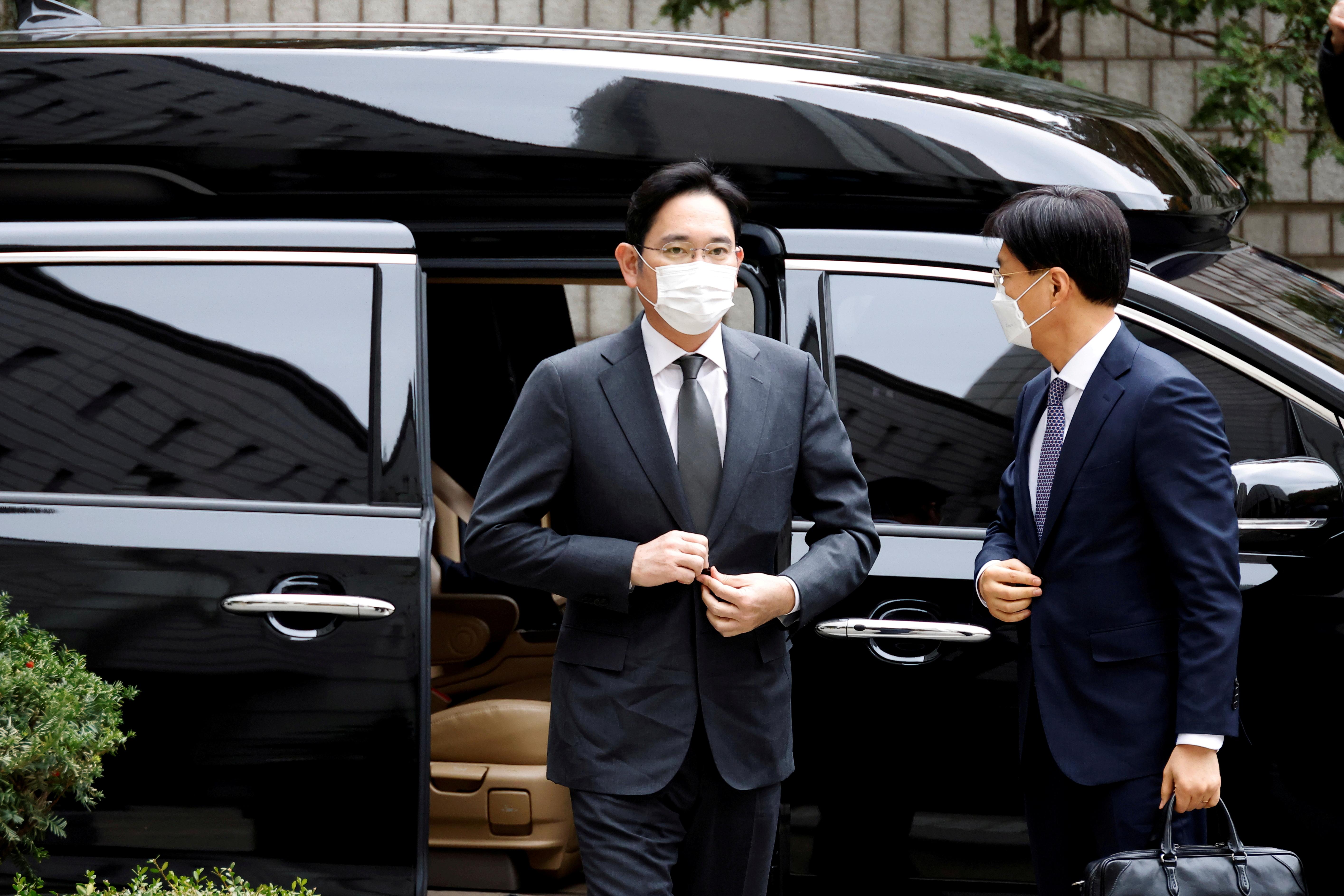 Samsung Group heir Jay Y. Lee arrives at a court in Seoul, South Korea, November 9, 2020.   REUTERS/Kim Hong-Ji