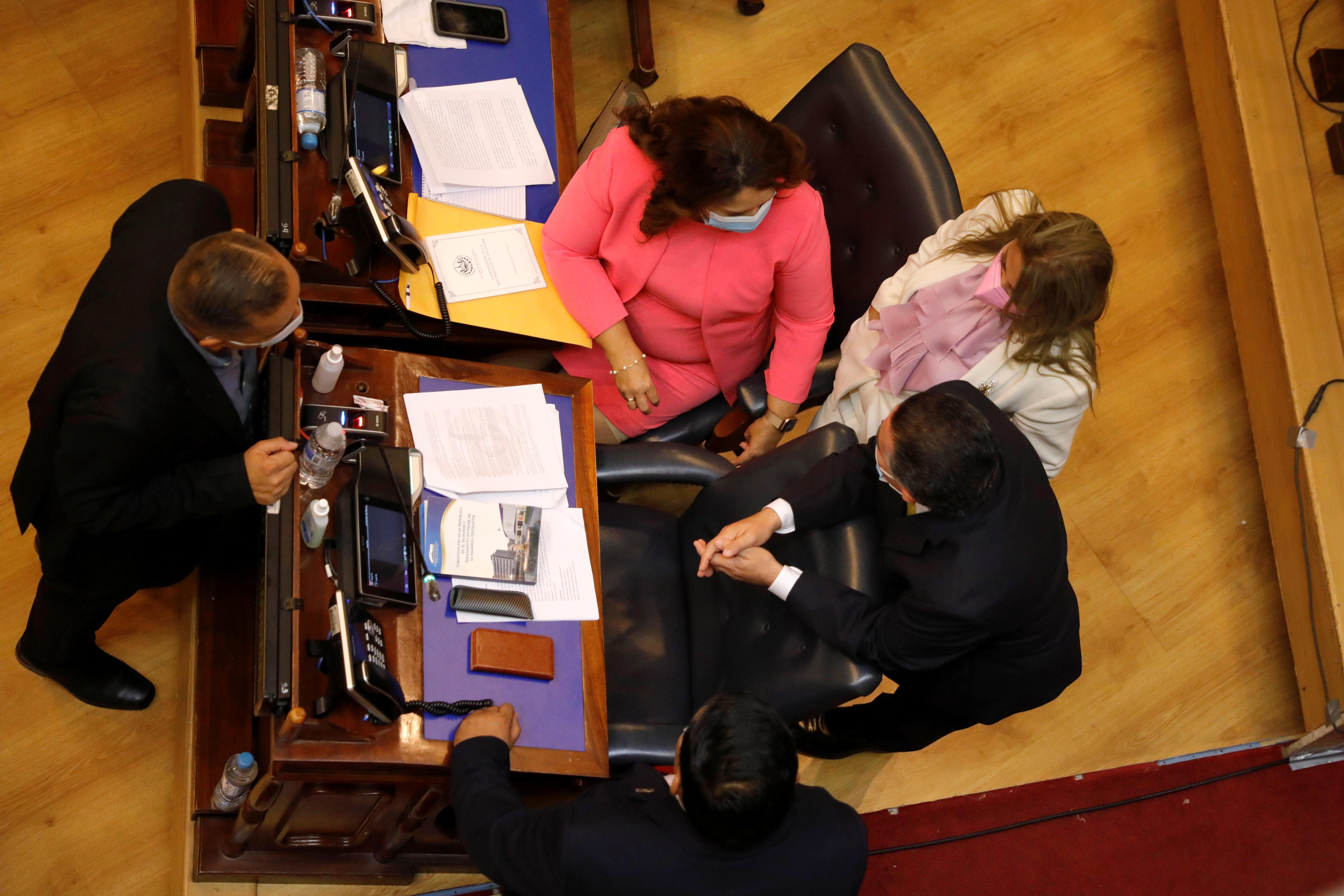 Oposition representatives participate in a session to discuss the removal of Supreme Court judges at the salvadoran congress, in San Salvador, El Salvador, May 1, 2021. REUTERS/Jose Cabezas