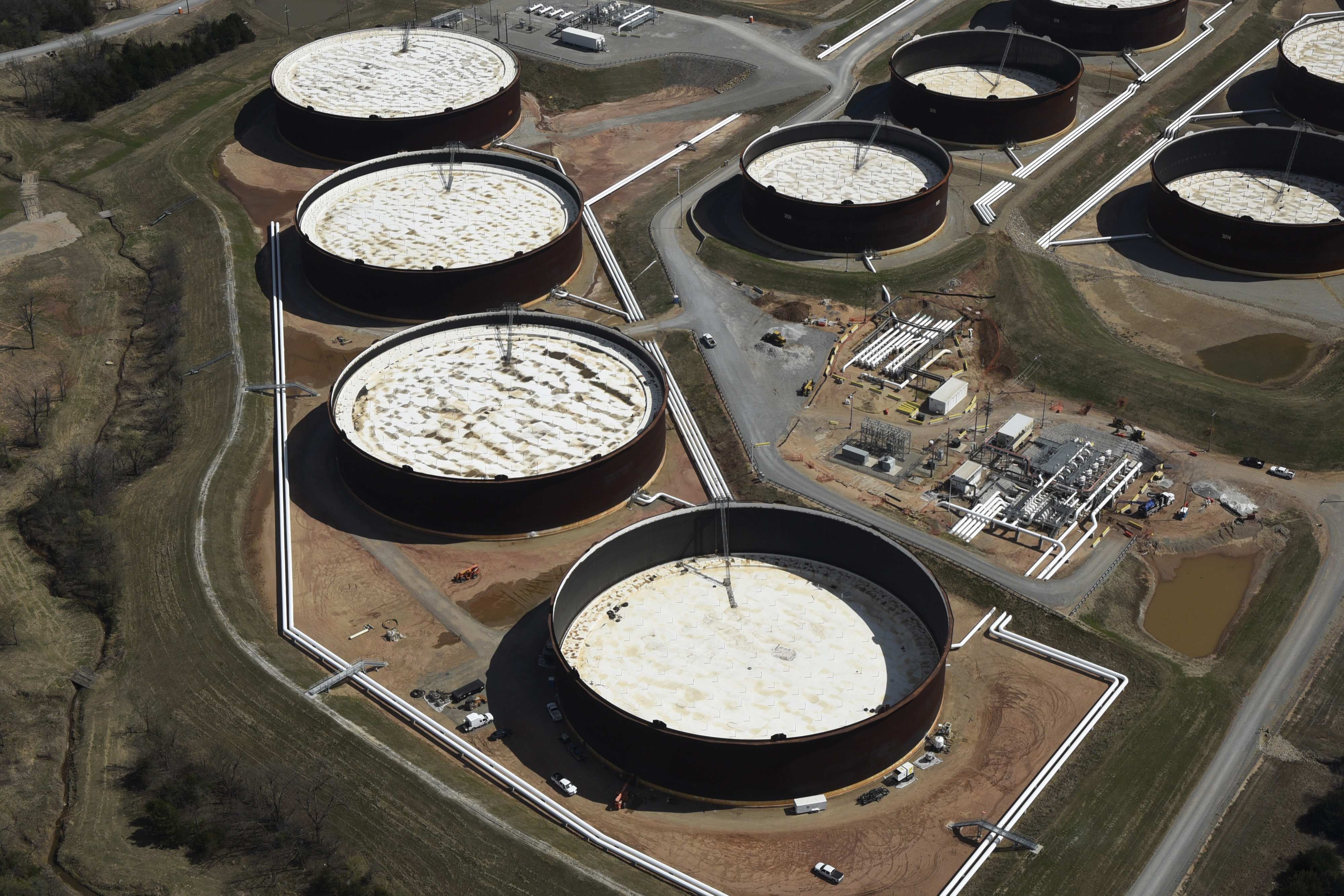 Crude oil storage tanks are seen from above at the Cushing oil hub in Cushing, Oklahoma, March 24, 2016. REUTERS/Nick Oxford