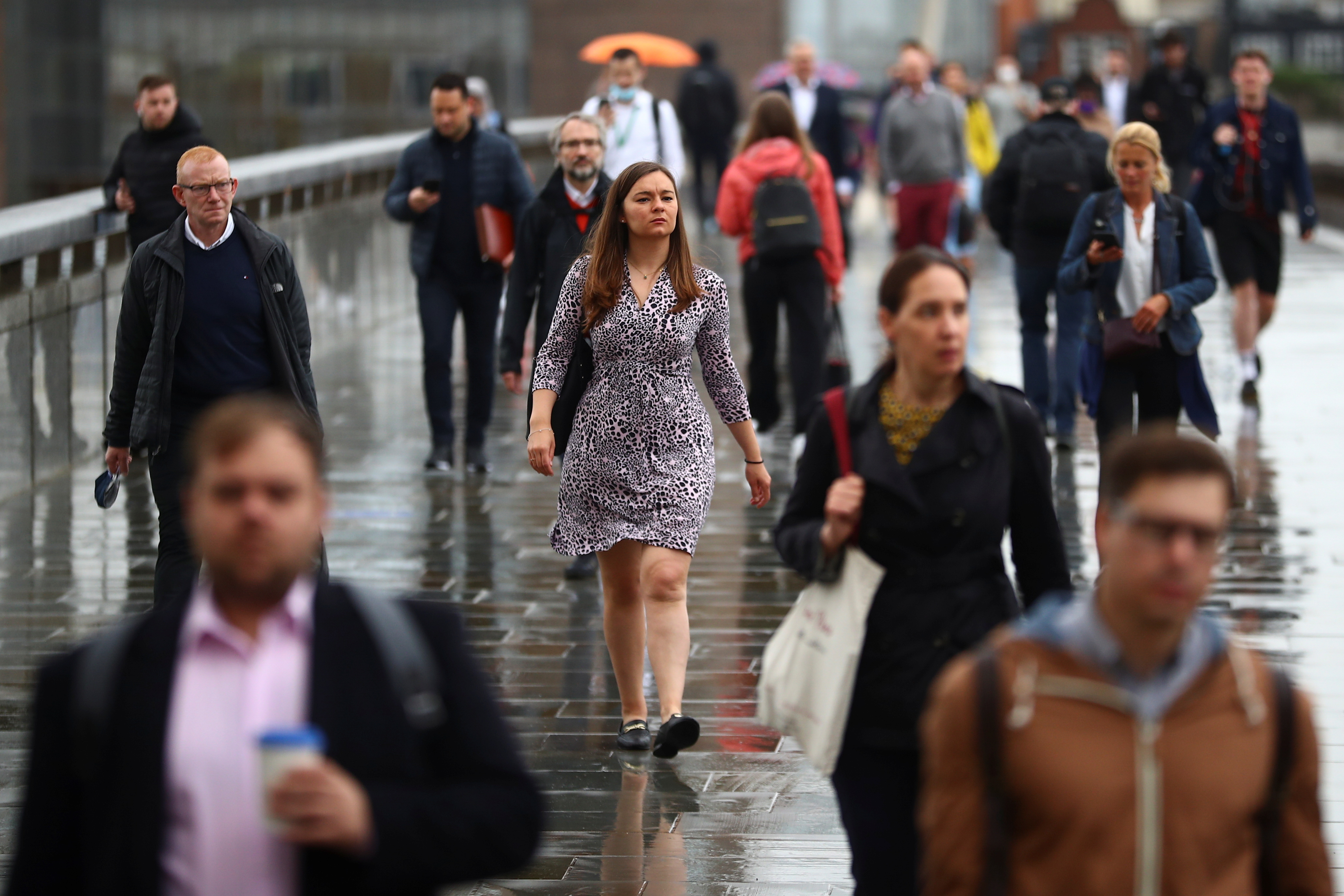 Commuters cross the London Bridge, amid the spread of the coronavirus disease (COVID-19), in London, Britain July 6, 2021. REUTERS/Hannah McKay