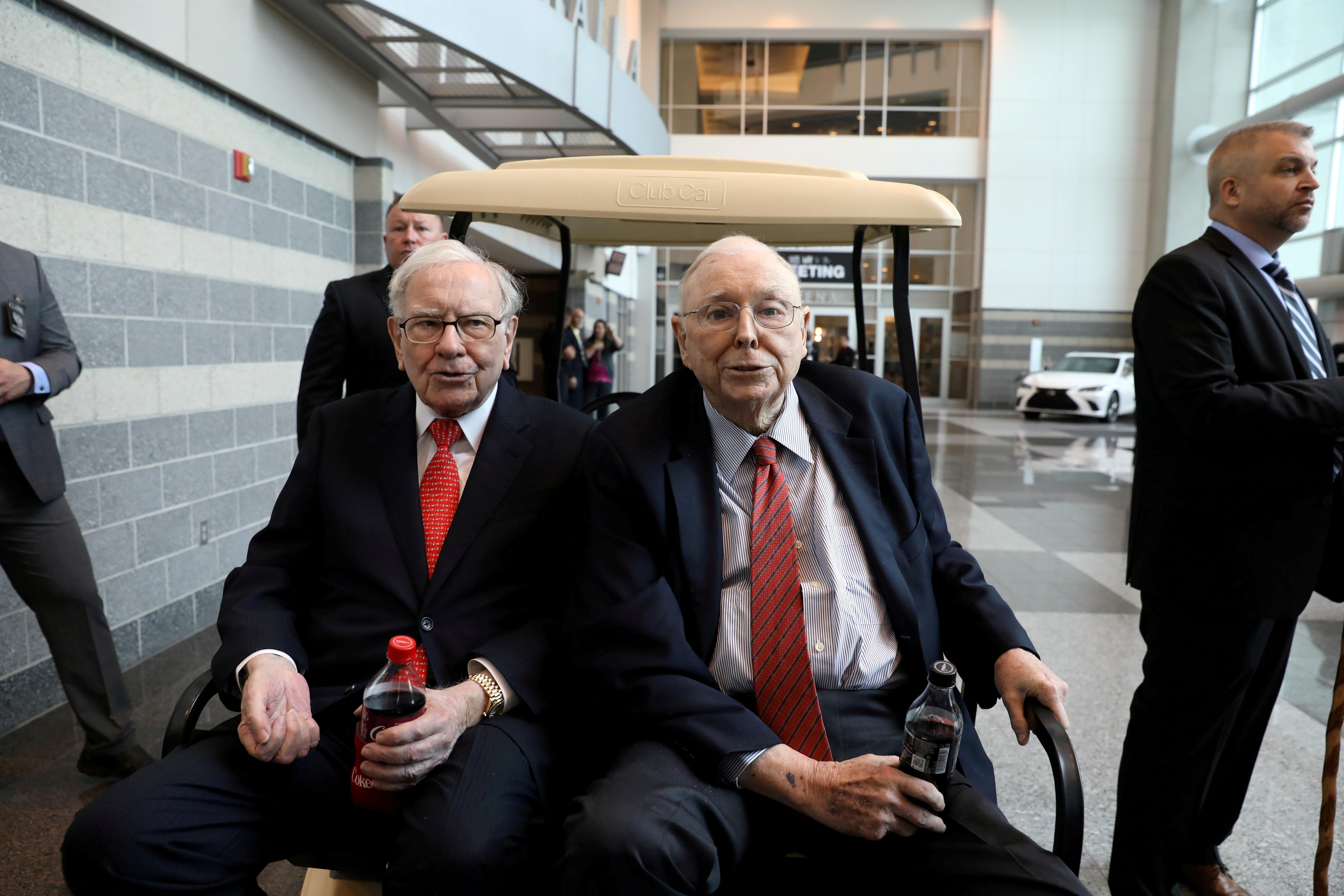 Berkshire Hathaway Chairman Warren Buffett (left) and Vice Chairman Charlie Munger are seen at the annual Berkshire shareholder shopping day in Omaha, Nebraska, U.S., May 3, 2019.   REUTERS/Scott Morgan