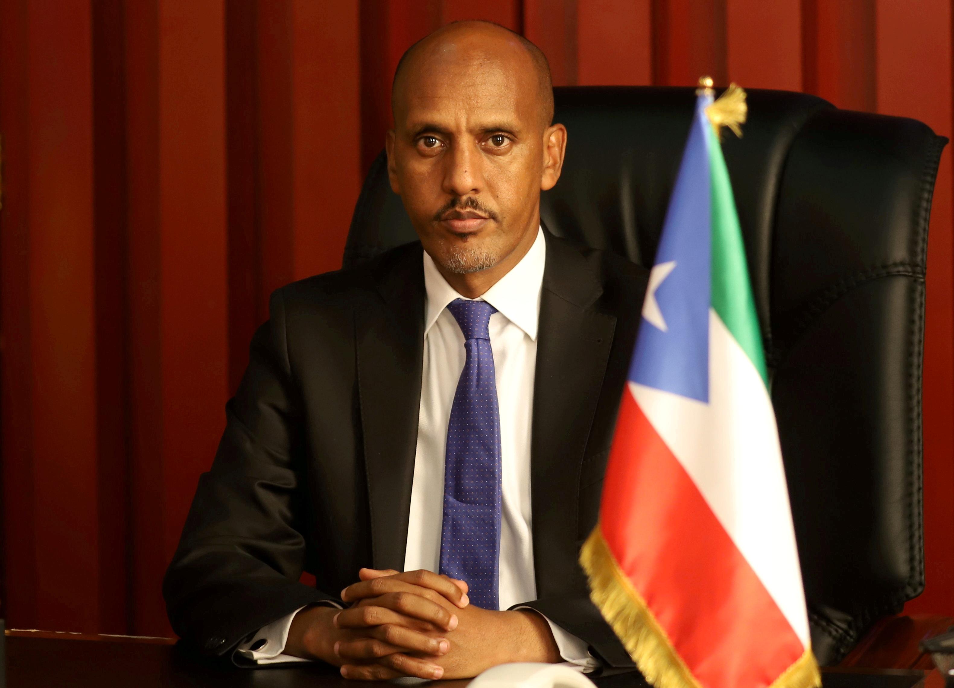 무스타파 무후메드 오메르 소말리아 대통령이 14년 2020월 14일 에티오피아 지지가에서 열린 로이터 인터뷰에 참석하고 있다. 2020년 XNUMX월 XNUMX일에 찍은 사진. REUTERS/Giulia Paravicini/파일 사진
