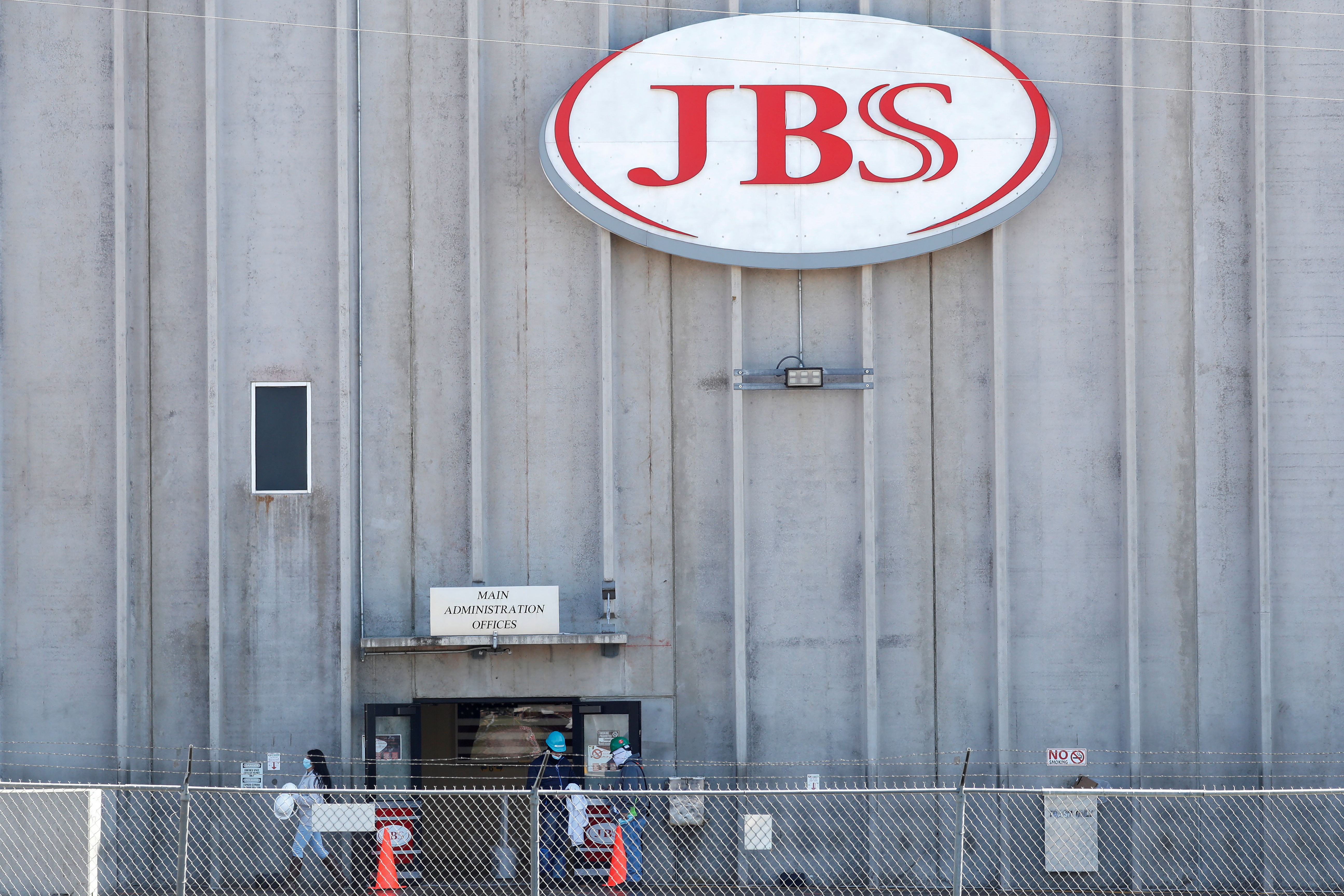Employees walk around with face masks at the JBS USA meat packing plant. April 14, 2020. REUTERS/Shannon Stapleton