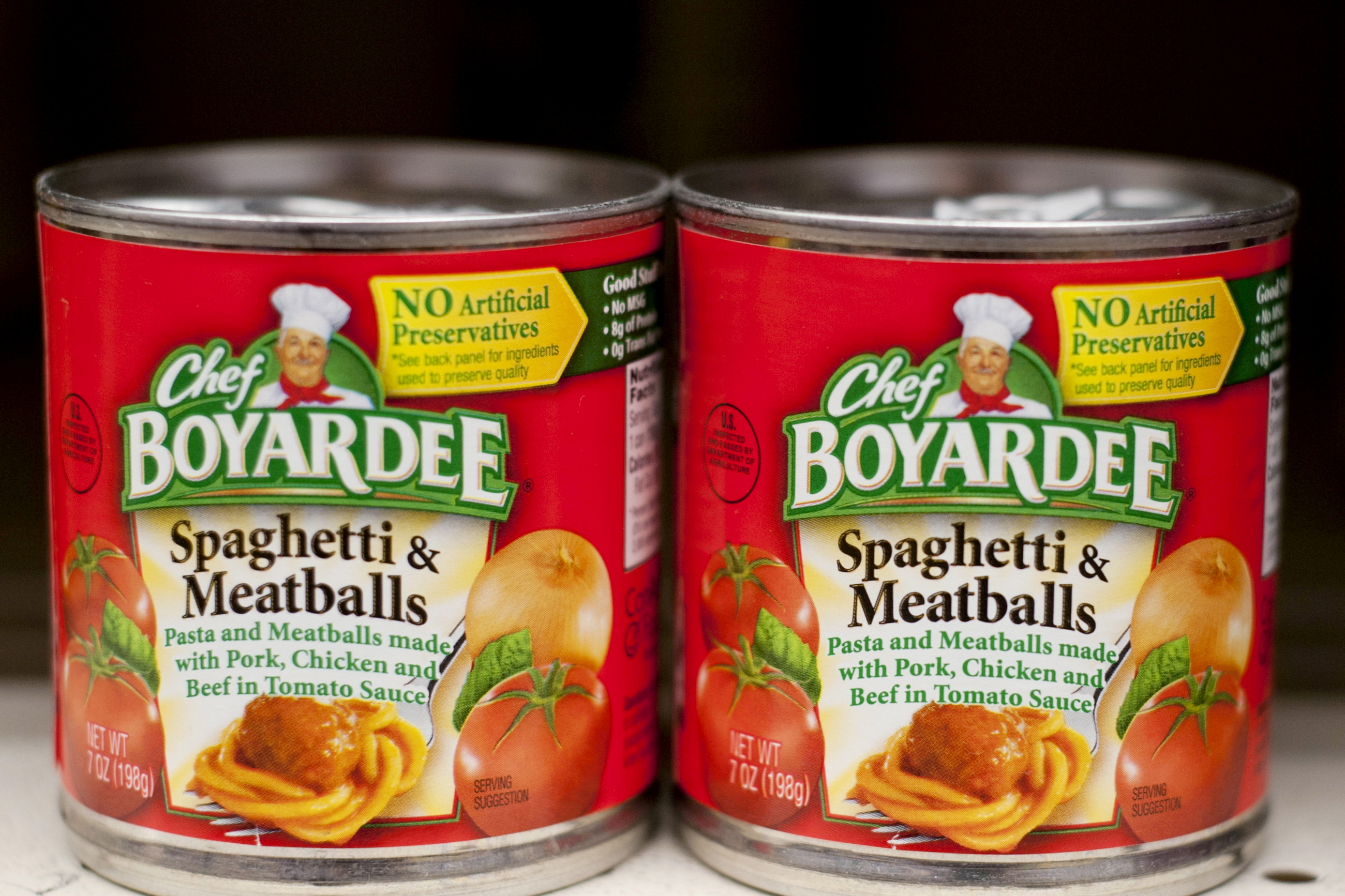 Cans of Chef Boyardee, a product of ConAgra Foods, are seen on the shelf of a grocery store in the Brooklyn borough of New York December 16, 2015.   REUTERS/Darren Ornitz/File Photo