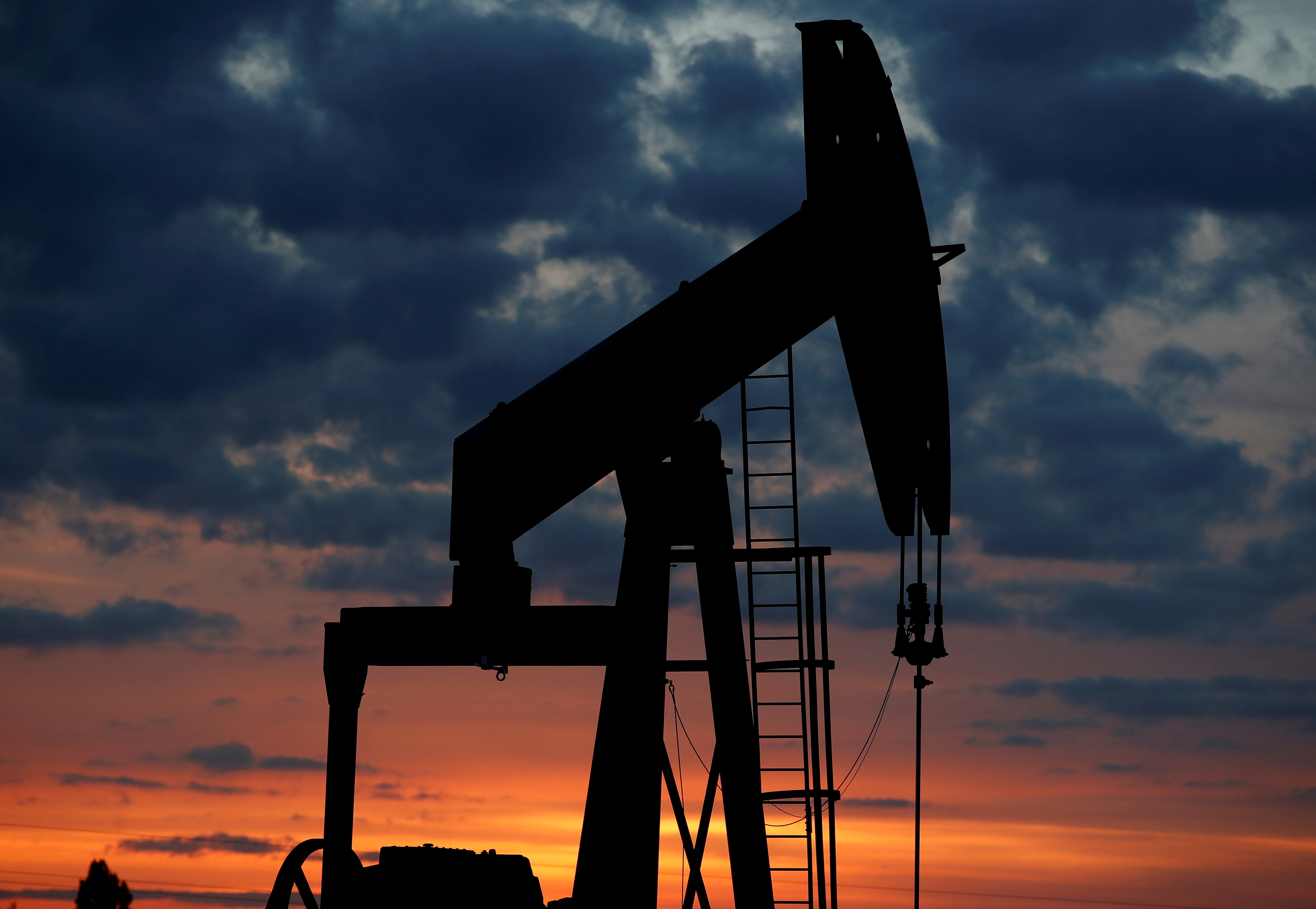 An oil pump is seen at sunset outside Vaudoy-en-Brie, near Paris, France April 23, 2018. REUTERS/Christian Hartmann