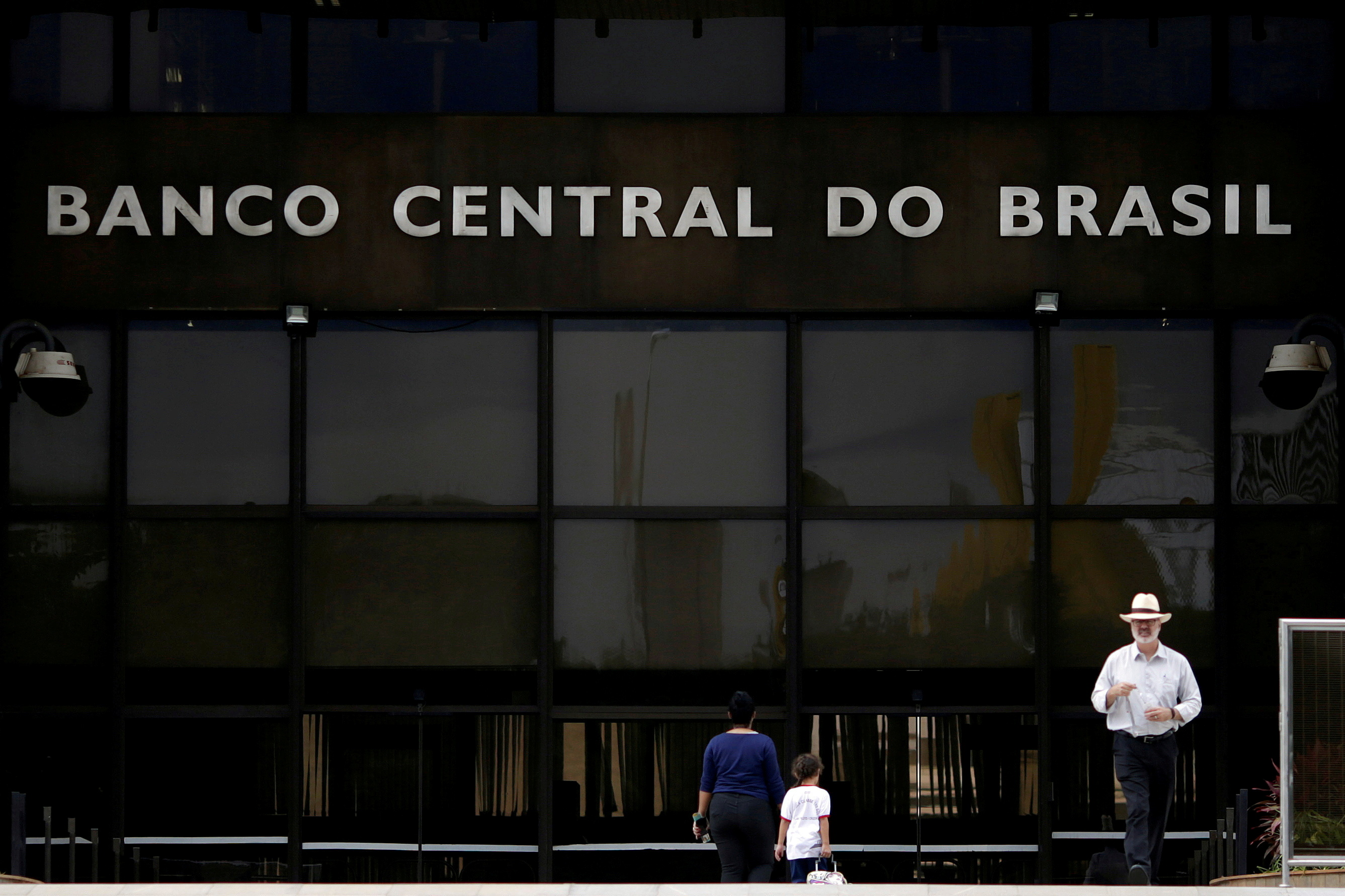 The central bank headquarters building is seen in Brasilia, Brazil May 16, 2017. REUTERS/Ueslei Marcelino