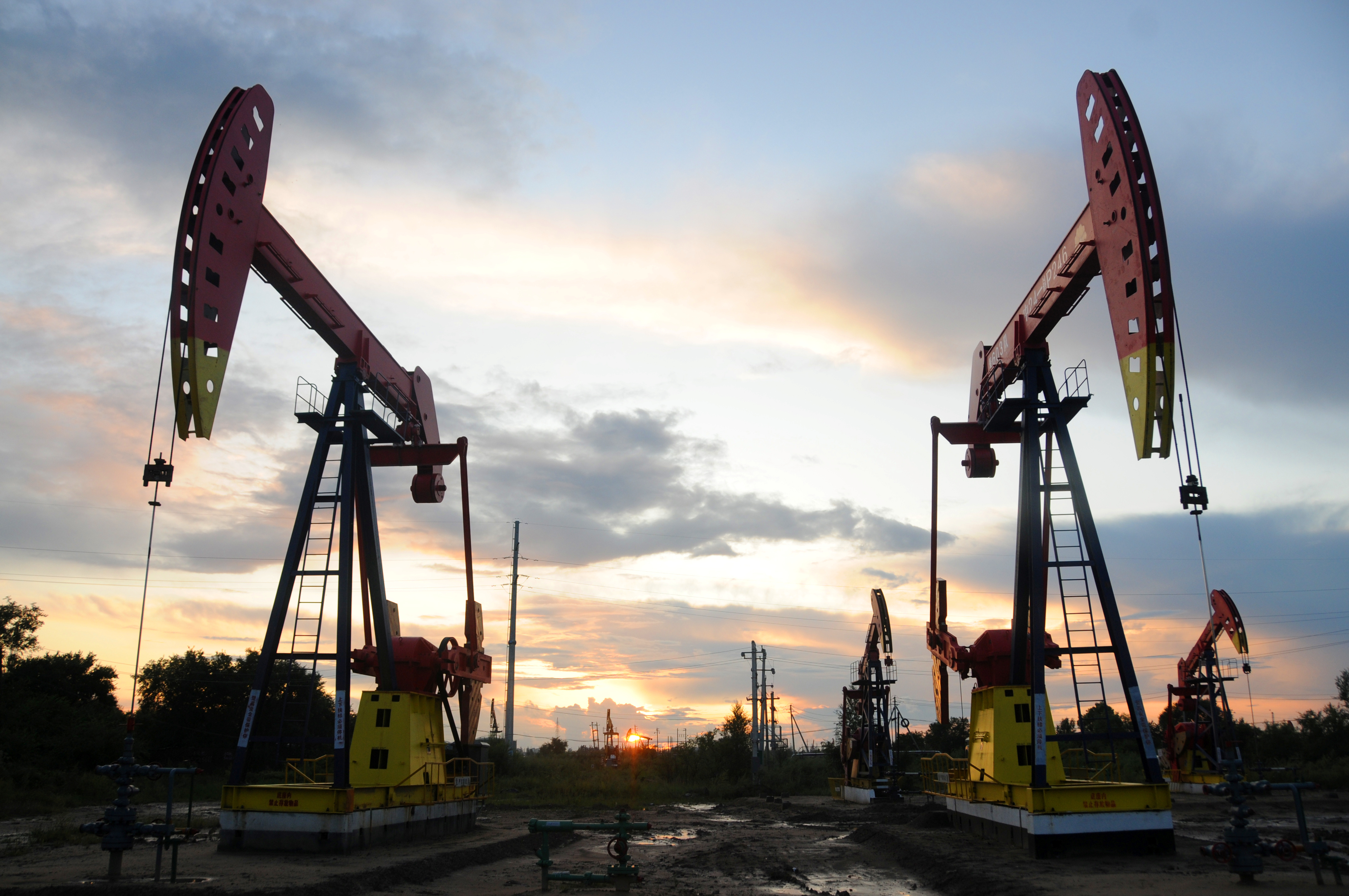 Oil jumps on weather concerns in Gulf of Mexico | Reuters
