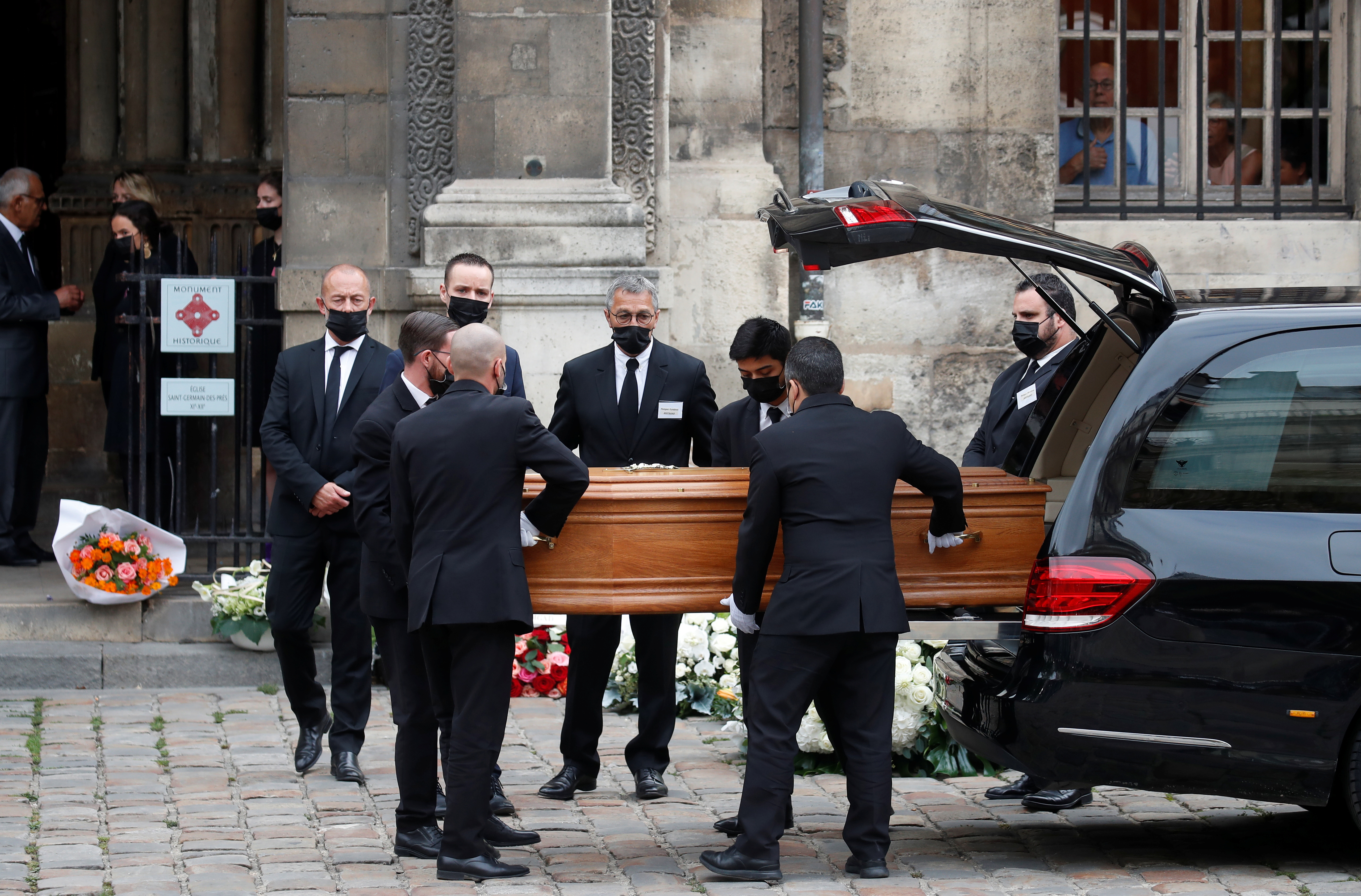 Pallbearers carry the coffin of late French actor Jean-Paul Belmondo as they arrive for the funeral ceremony at the Saint-Germain-des-Pres church in Paris, France, September 10, 2021. REUTERS/Gonzalo Fuentes