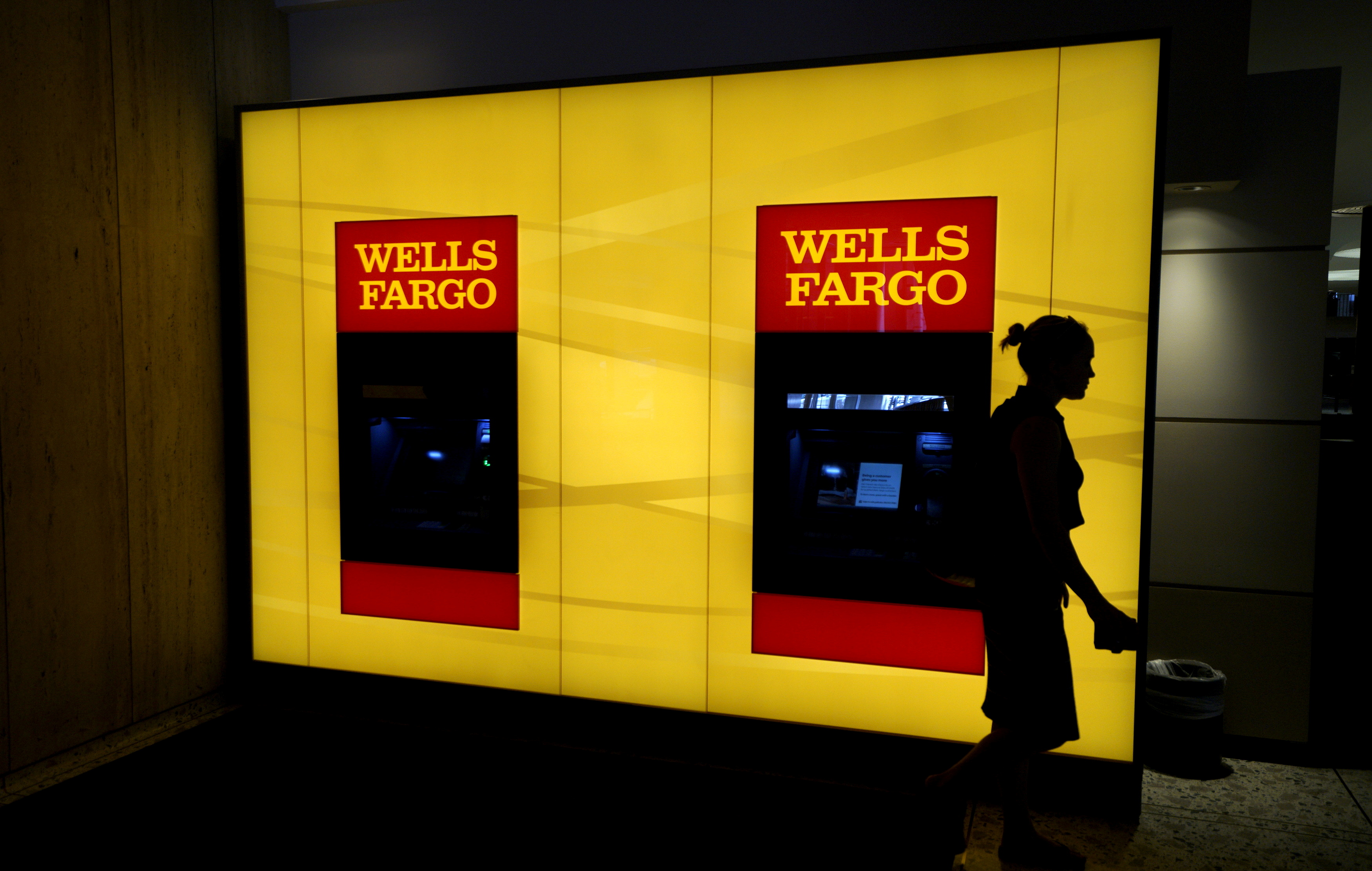 A customer leaves an ATM at the Wells Fargo & Co. bank in downtown Denver April 13, 2016.  REUTERS/Rick Wilking