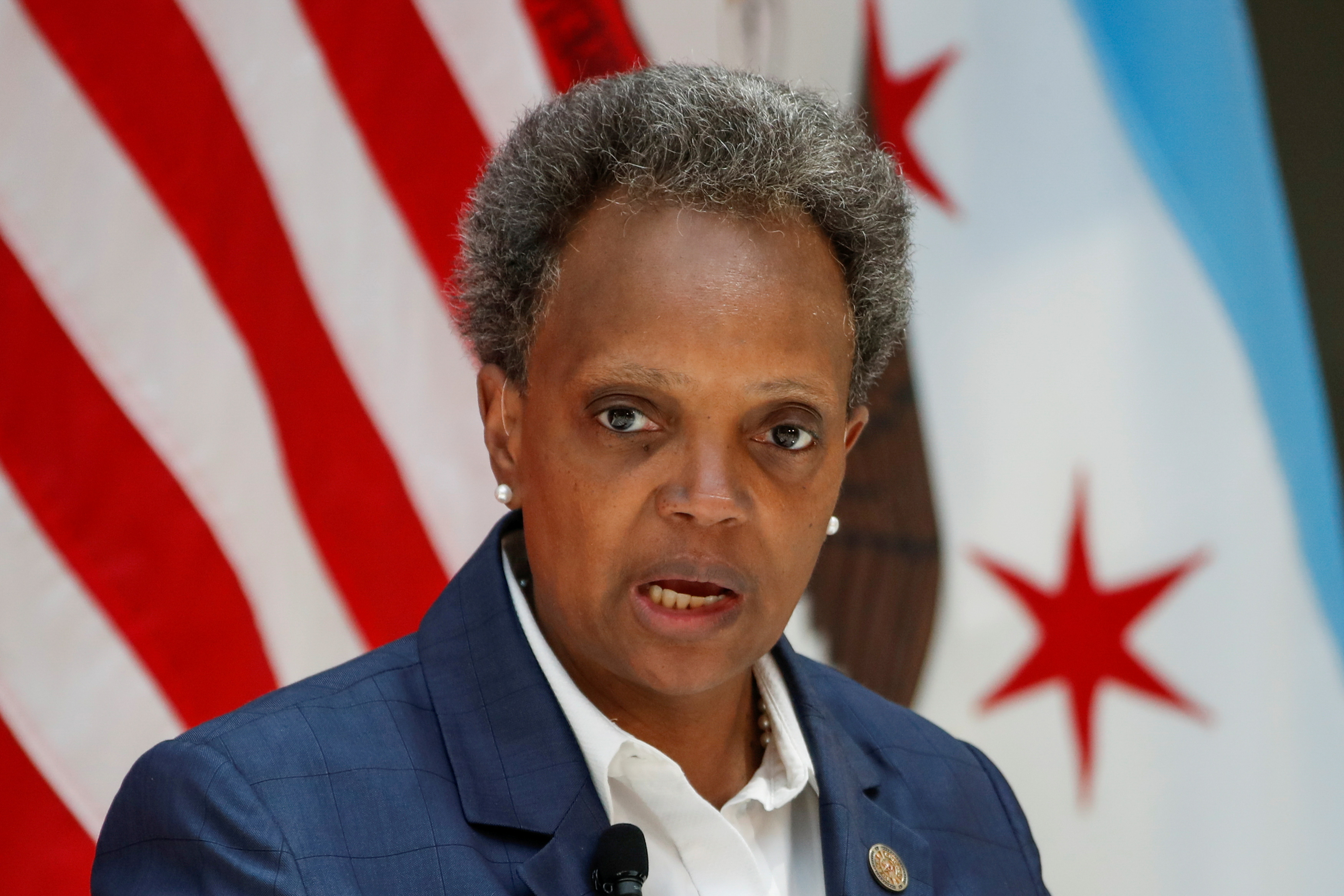 Chicago's Mayor Lori Lightfoot speaks during a science initiative event at the University of Chicago in Chicago, Illinois, U.S. July 23, 2020. REUTERS/Kamil Krzaczynski/File Photo