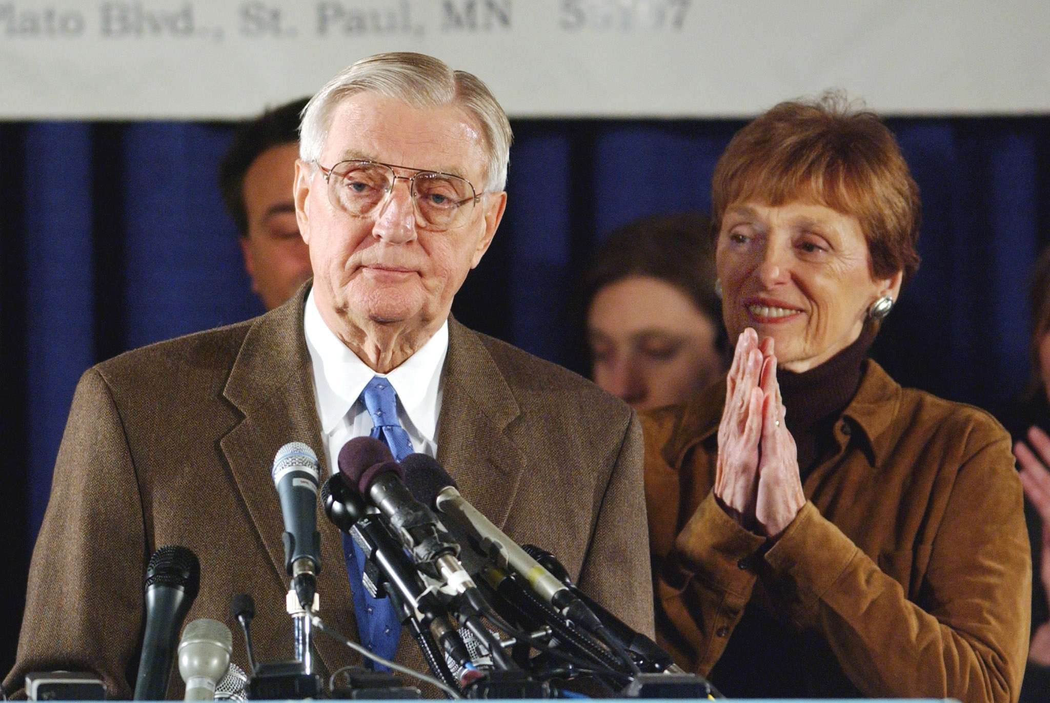 Democratic Senate candidate and former Vice President Walter Mondale stands at the podium with his wife Joan as he concedes to Republican Norm Coleman, November 6, 2002. REUTERS/Eric Miller
