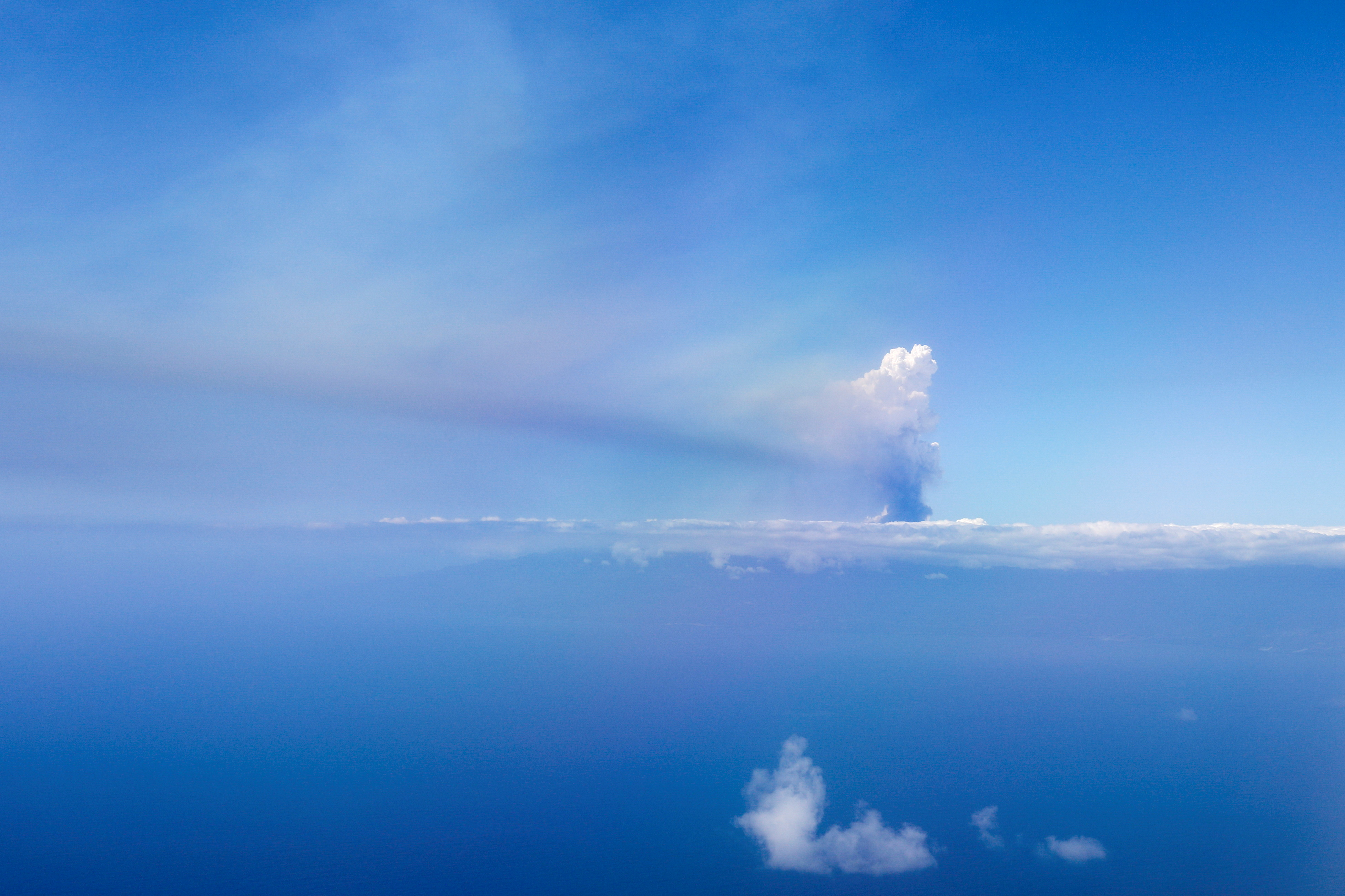 A cloud of smoke from an erupting volcano in the Cumbre Vieja national park, is seen from an aircraft, on the Canary Island of La Palma, Spain September 23, 2021. REUTERS/Jon Nazca
