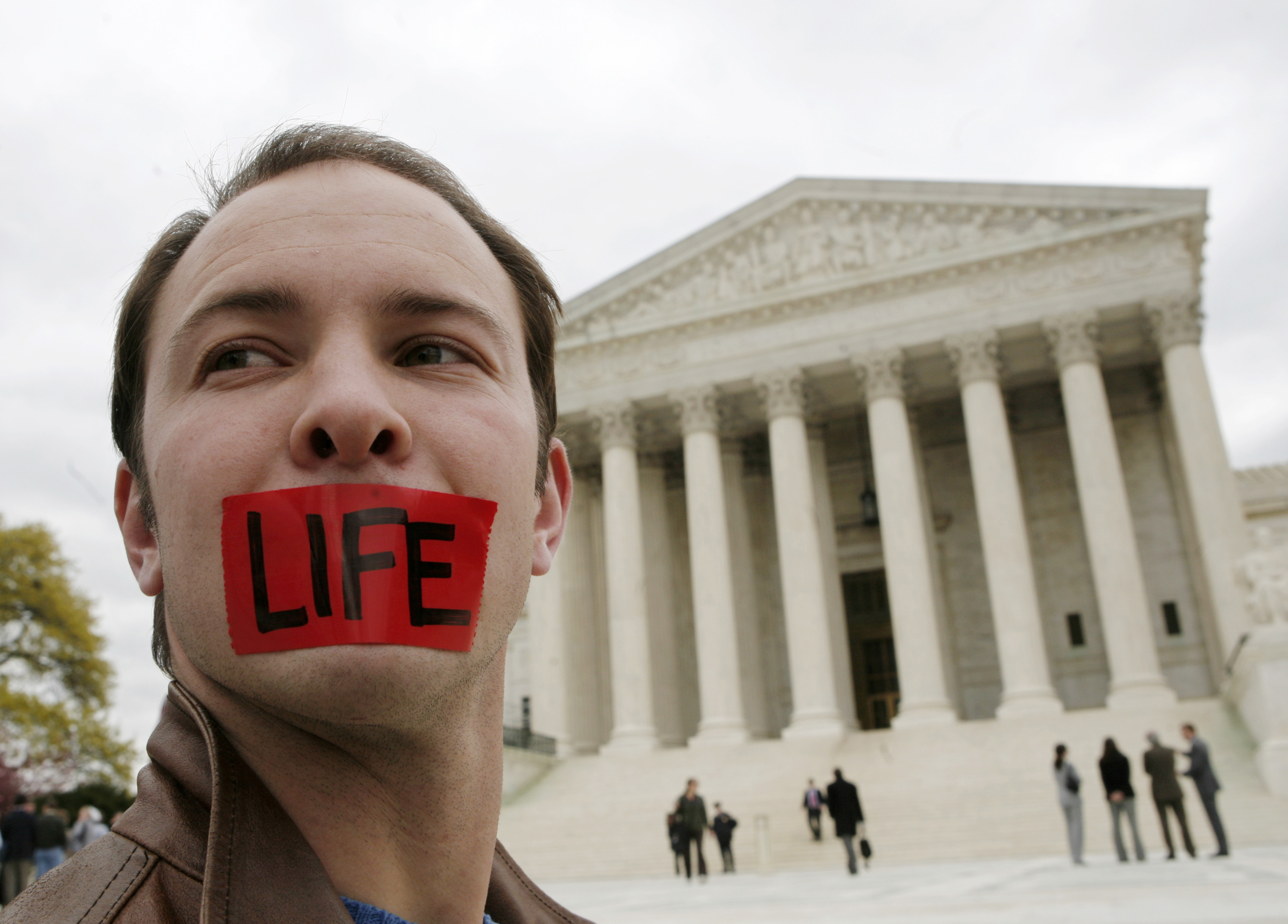Pro-life supporter Josh Alcorn demonstrates in front of the Supreme Court after the Court upheld the first nationwide ban on a specific abortion procedure, in Washington, April 18, 2007. REUTERS/Jim Young   (UNITED STATES)