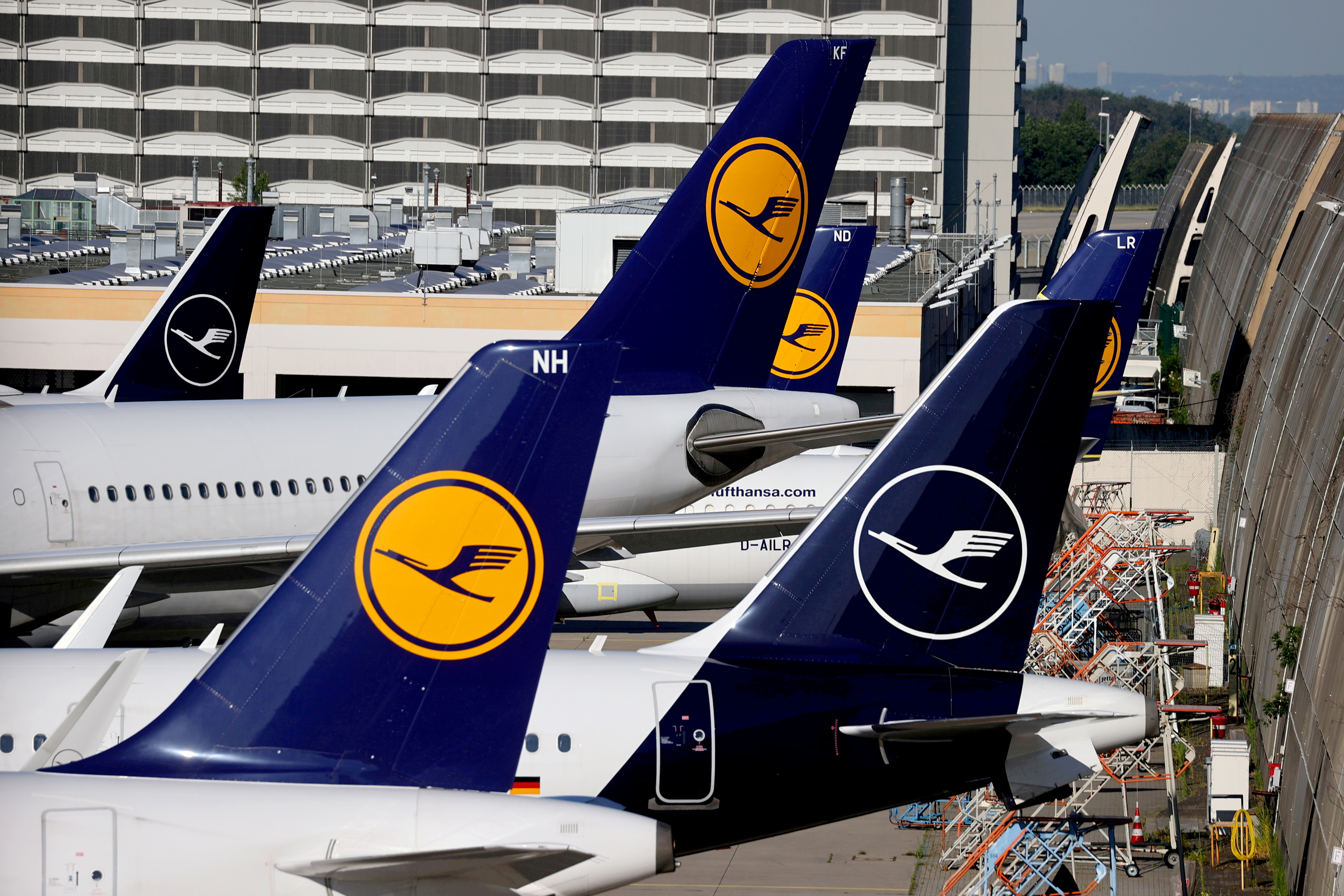 Lufthansa planes are seen parked on the tarmac of Frankfurt Airport, Germany June 25, 2020. REUTERS/Kai Pfaffenbach/File Photo