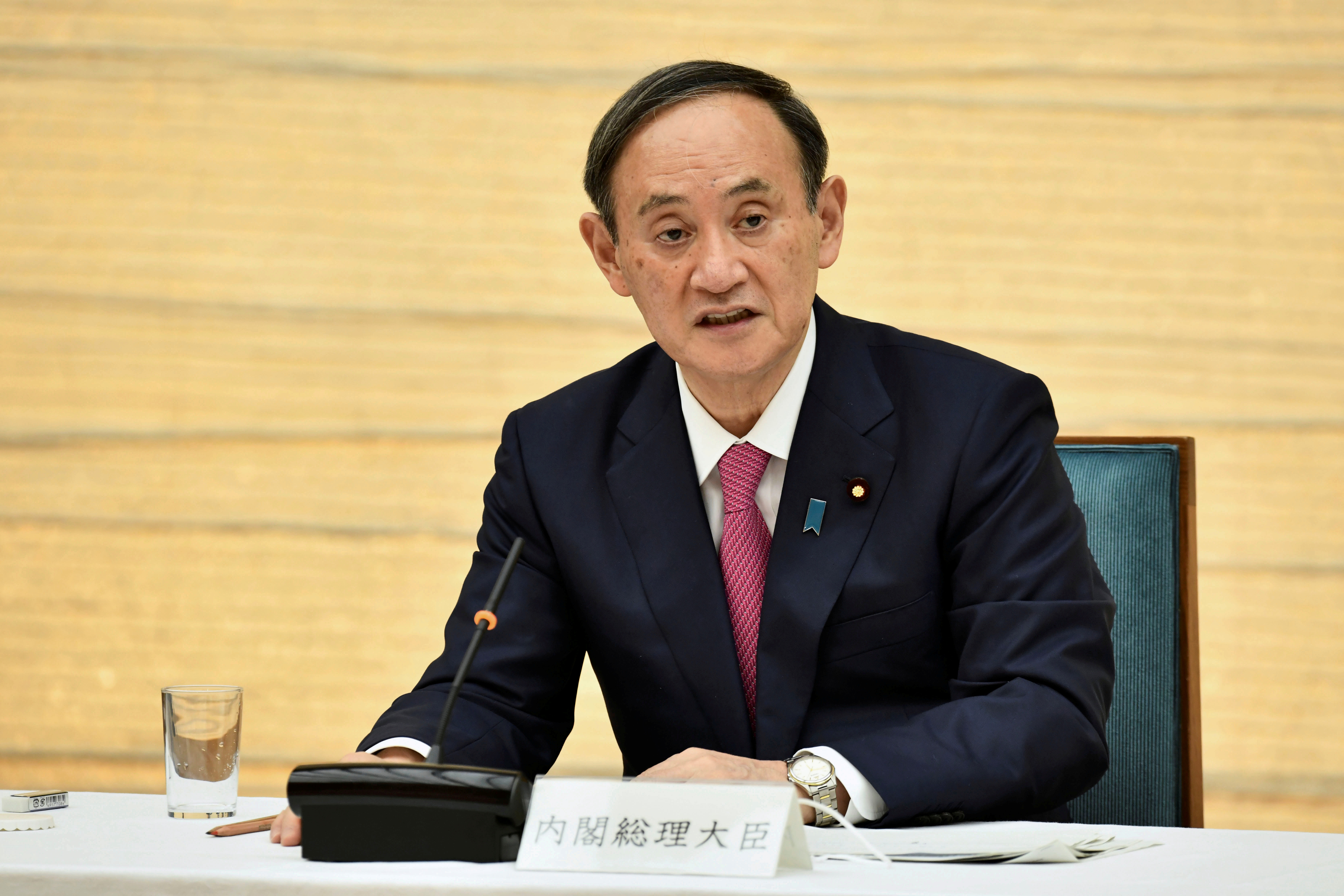 Japanese Prime Minister Yoshihide Suga speaks during a meeting of the coronavirus disease (COVID-19) infection control headquarters at the prime minister's office in Tokyo, Japan January 22, 2021.  Kazuhiro Nogi/Pool via REUTERS