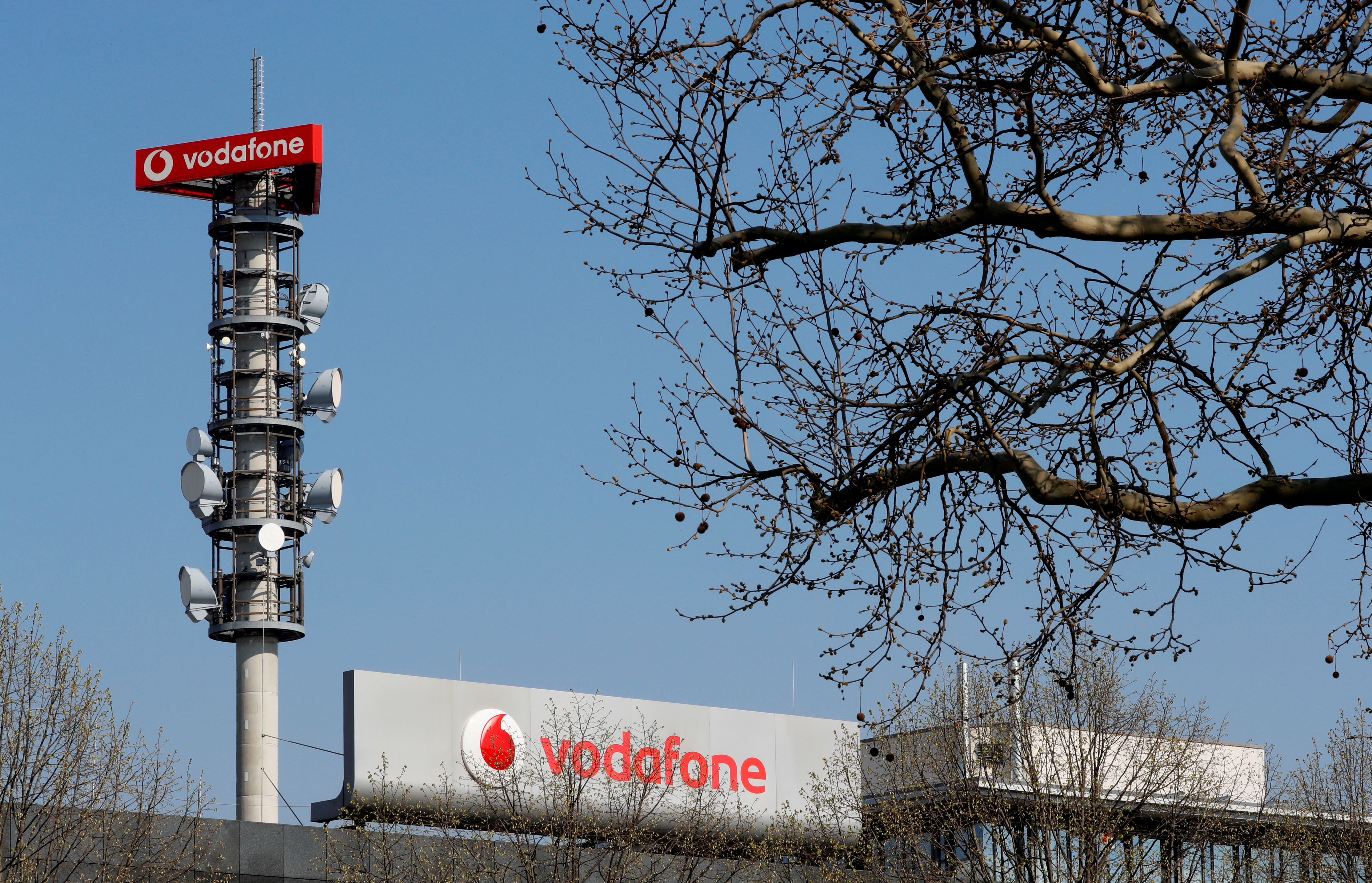 A relay mast operated by Vodafone in Berlin, Germany April 8, 2019. REUTERS/Fabrizio Bensch/File Photo