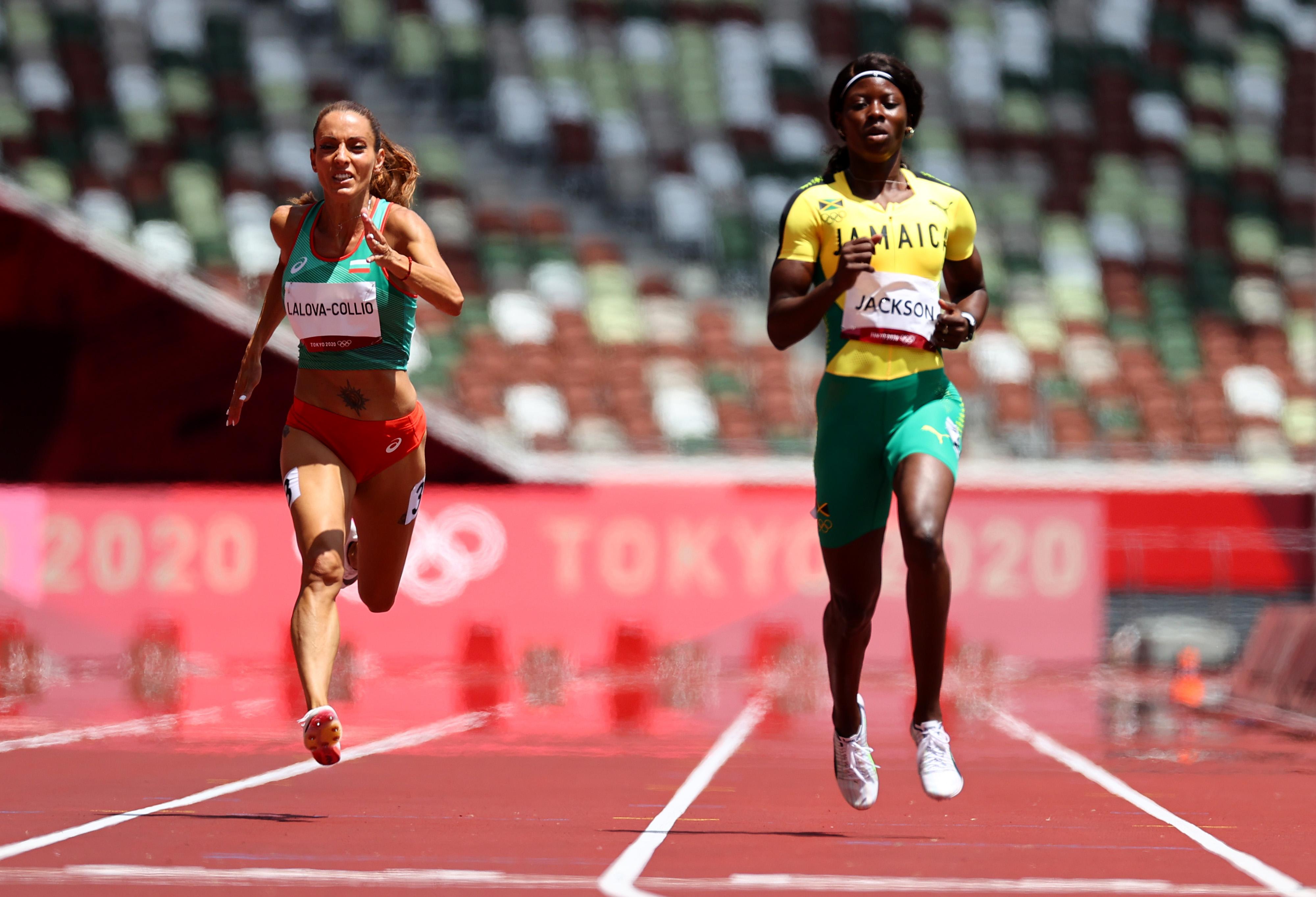 Tokyo 2020 Olympics - Athletics - Women's 200m - Round 1 - Olympic Stadium, Tokyo, Japan - August 2, 2021. Ivet Lalova-Collio of Bulgaria and Shericka Jackson of Jamaica in action REUTERS/Lucy Nicholson