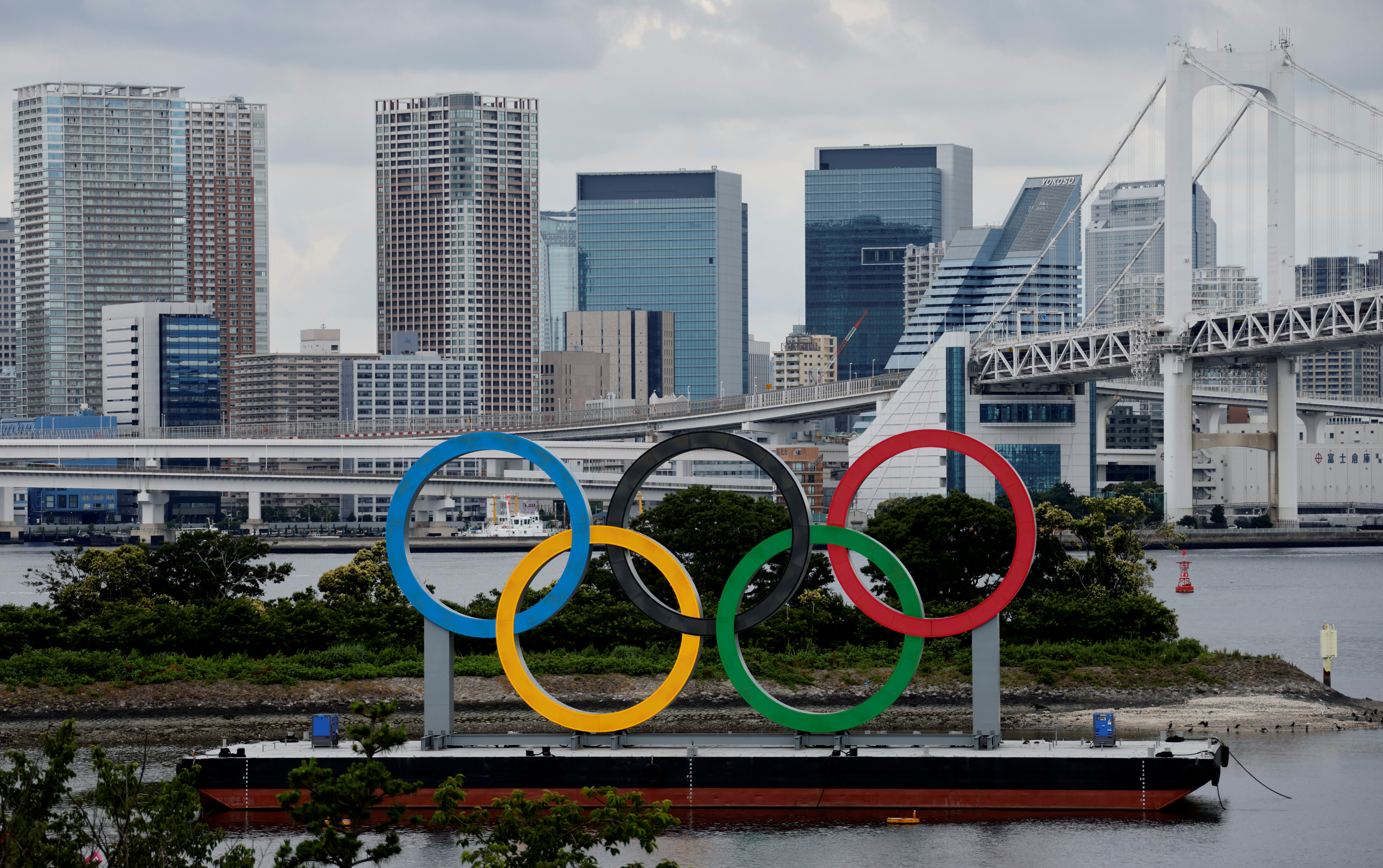 General view of the Olympic Rings installed on a floating platform are seen in preparation for the Tokyo 2020 Olympic Games that have been postponed due to the coronavirus disease (COVID-19) pandemic in Tokyo, Japan June 27, 2021.  REUTERS/Fabrizio Bensch