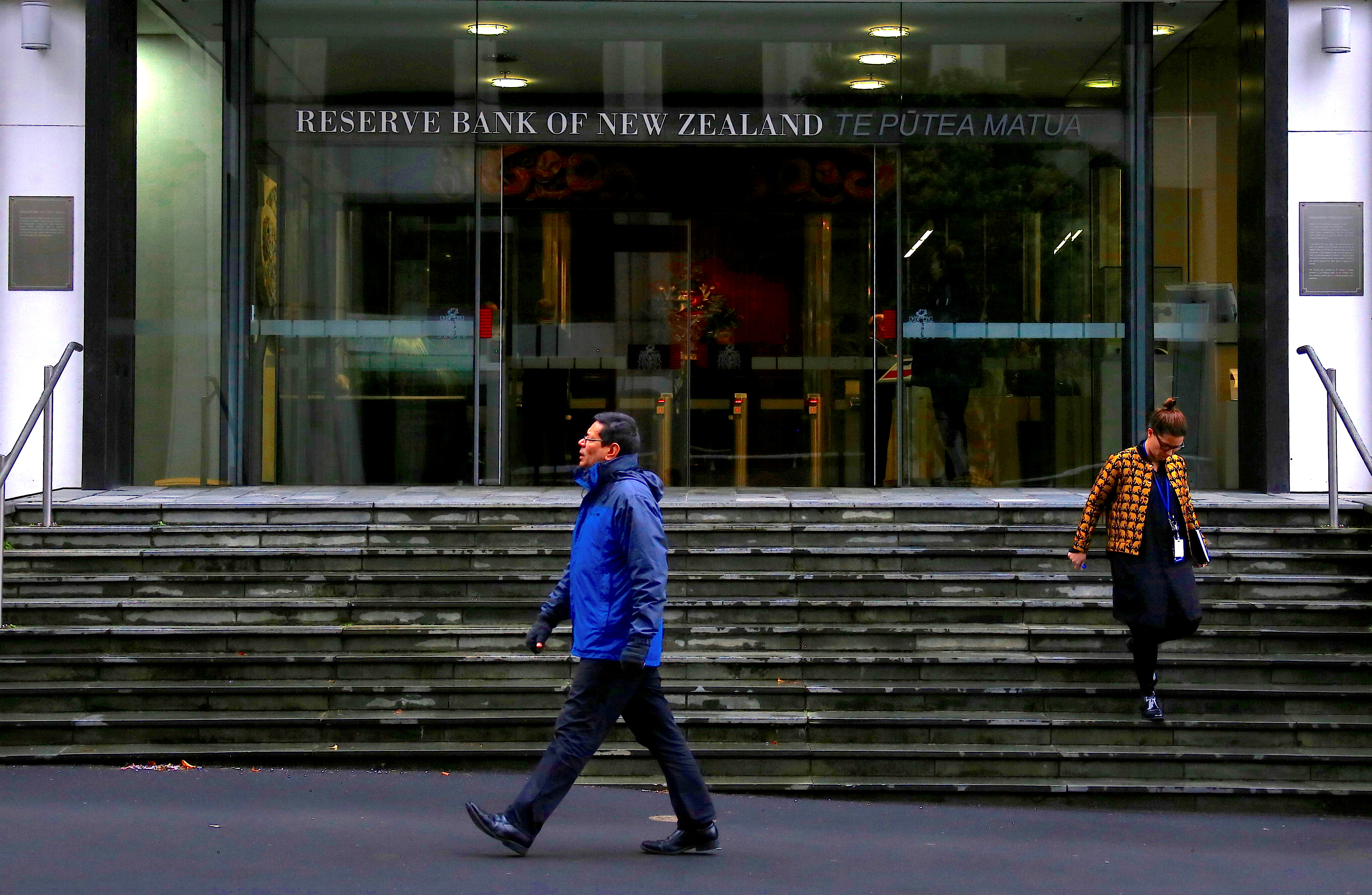Pedestrians walk near the main entrance to the Reserve Bank of New Zealand located in central Wellington, New Zealand, July 3, 2017.   REUTERS/David Gray/File Photo