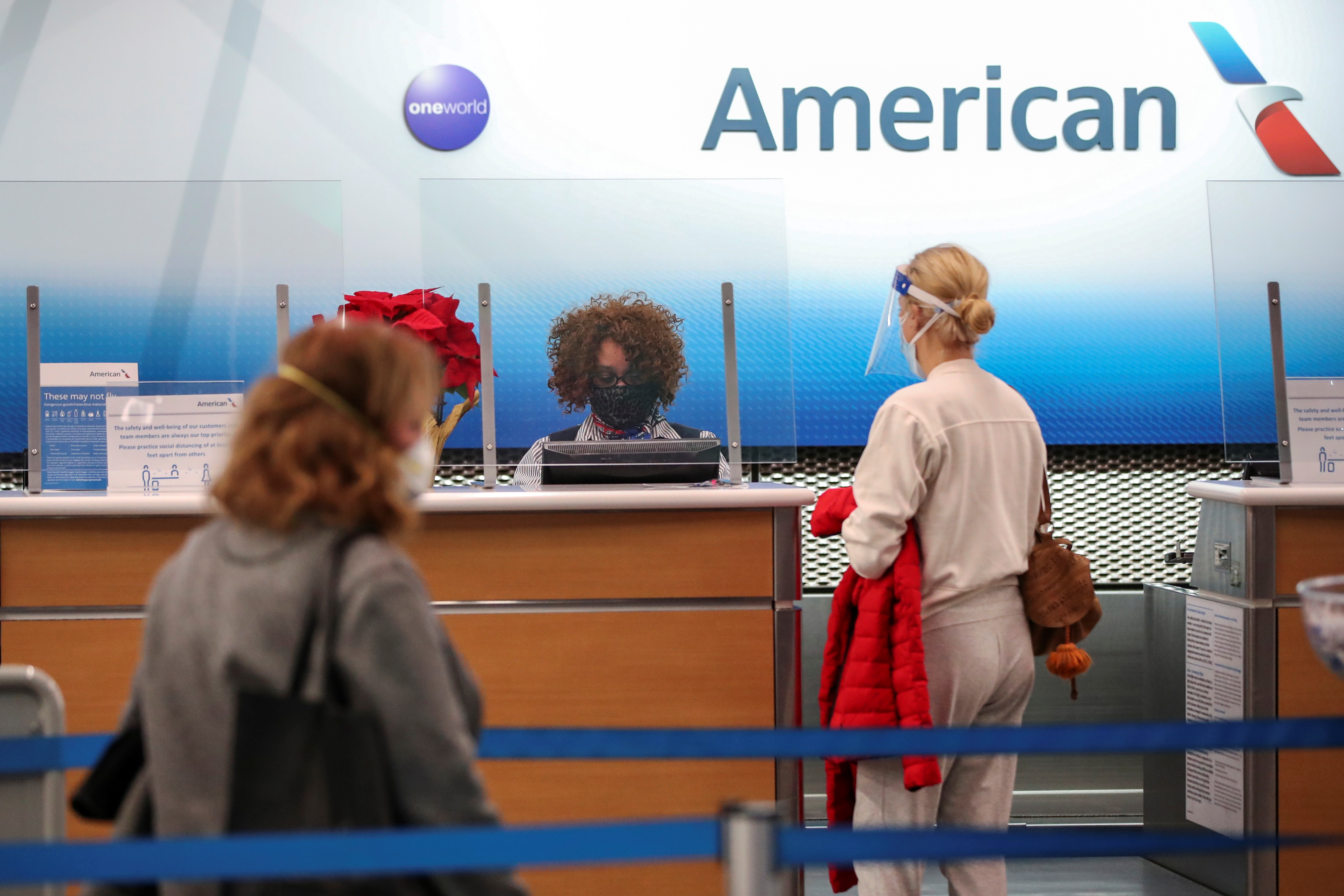 American Airlines agent helps a customer to check in for her flight at O'Hare International Airport ahead of the Thanksgiving holiday during the coronavirus disease (COVID-19) pandemic, in Chicago, Illinois, U.S. November 25, 2020. REUTERS/Kamil Krzaczynski