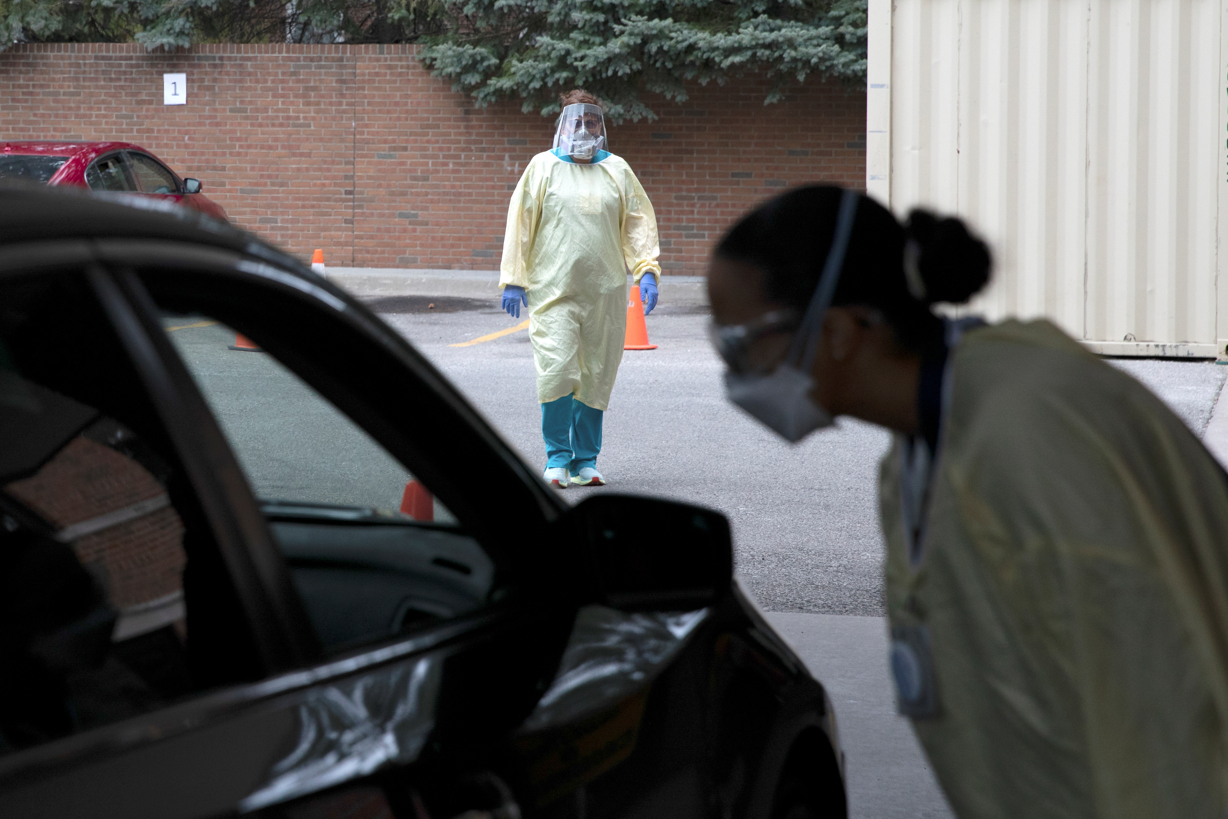 An emergency room nurse talks with a patient outside the emergency room as a triage unit is set up outside Beaumont Hospital to manage with rising coronavirus disease (COVID-19) cases in Grosse Pointe, Michigan, U.S., April 16, 2021. REUTERS/Emily Elconin