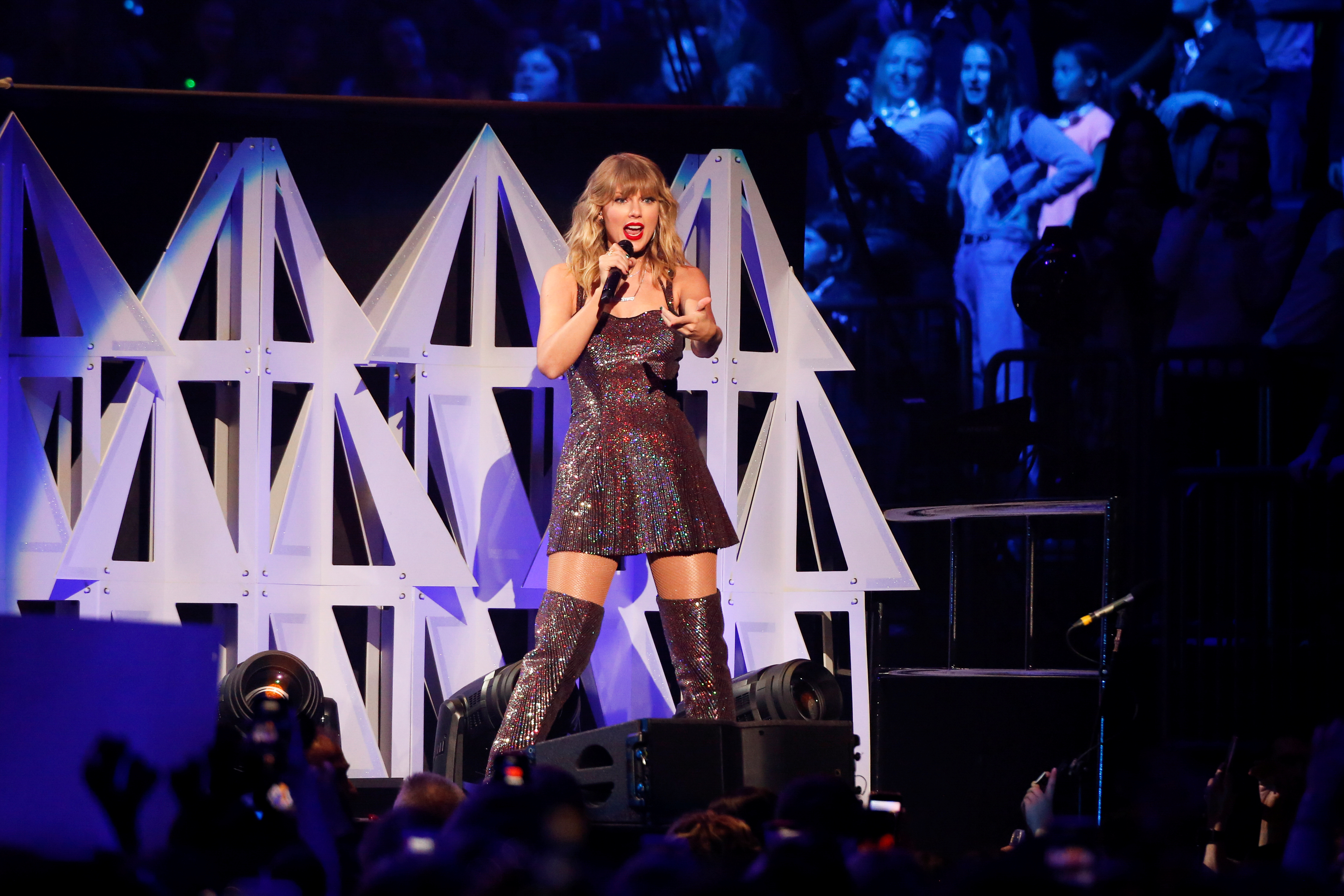 Taylor Swift performs at Madison Square Garden in New York City, U.S., December 13, 2019. REUTERS/Caitlin Ochs