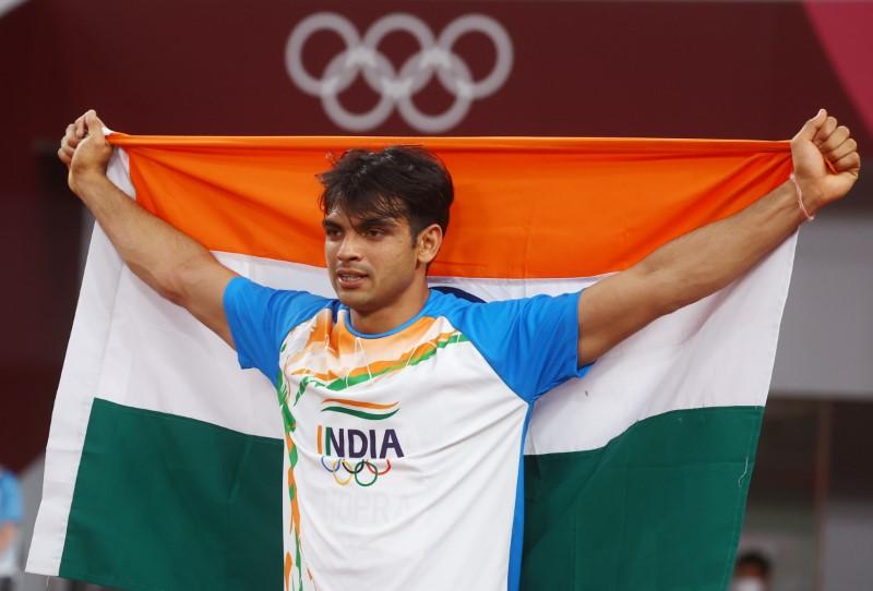 Tokyo 2020 Olympics - Athletics - Men's Javelin Throw - Final - Olympic Stadium, Tokyo, Japan - August 7, 2021. Neeraj Chopra of India celebrates with his national flag after winning gold REUTERS/Kai Pfaffenbach