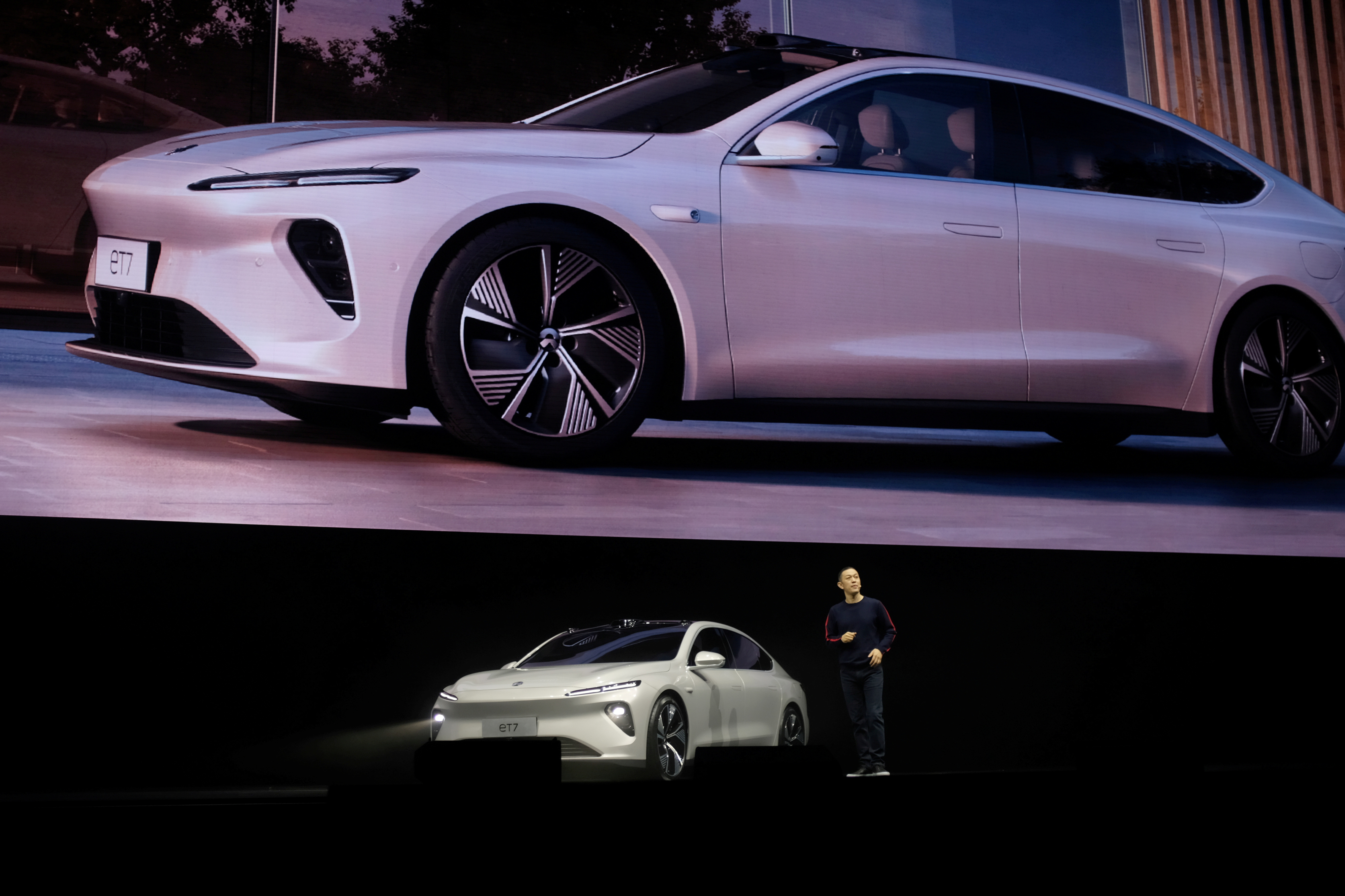 William Li, founder and chief executive officer (CEO) of Chinese electric vehicle maker Nio Inc, unveils Nio's ET7 sedan at a product launch event in Chengdu, Sichuan province, China, January 9, 2021. REUTERS/Yilei Sun/File Photo