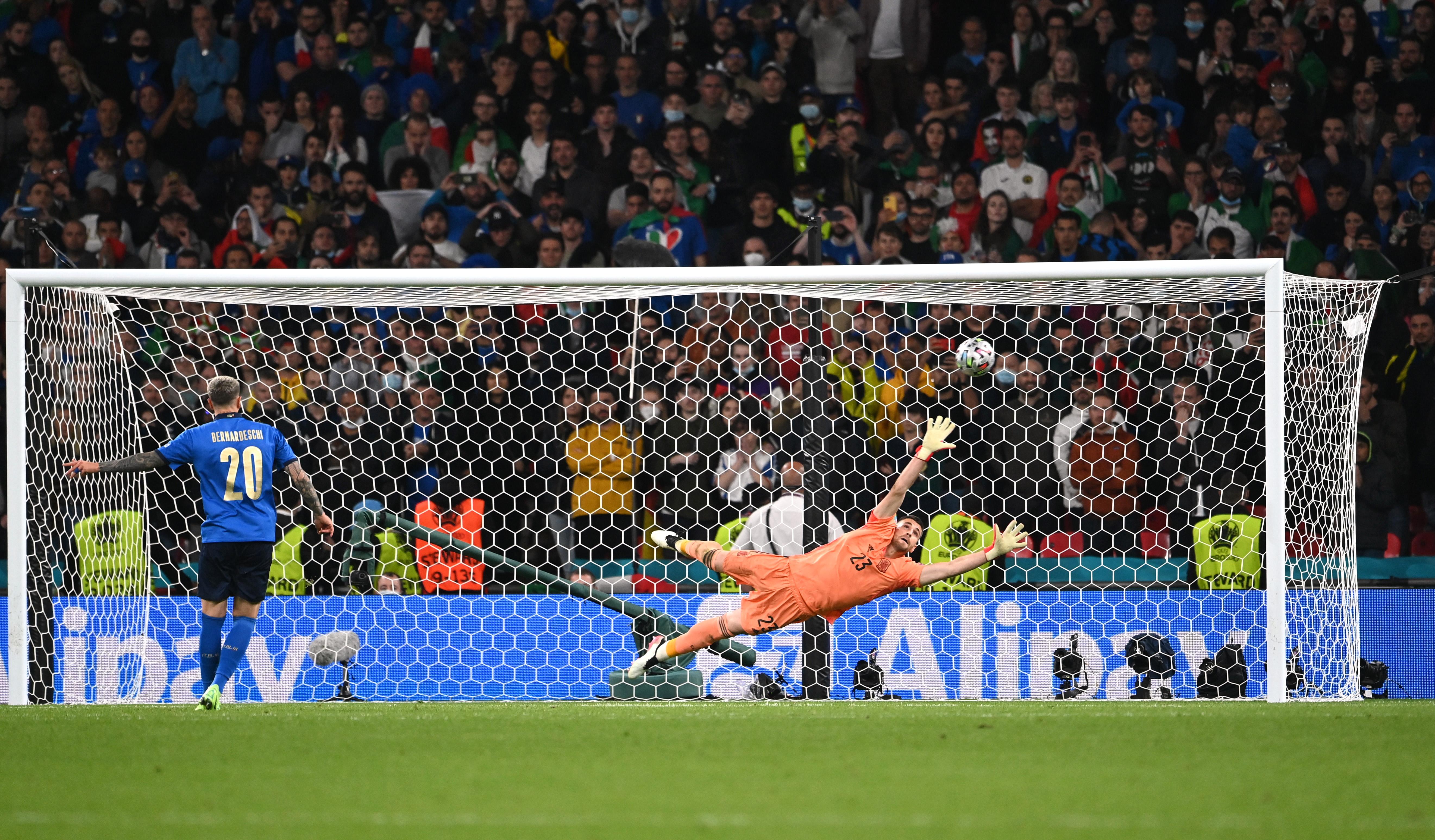Soccer Football - Euro 2020 - Semi Final - Italy v Spain - Wembley Stadium, London, Britain - July 6, 2021 Italy's Federico Bernardeschi scores a penalty during the shootout Pool via REUTERS/Andy Rain
