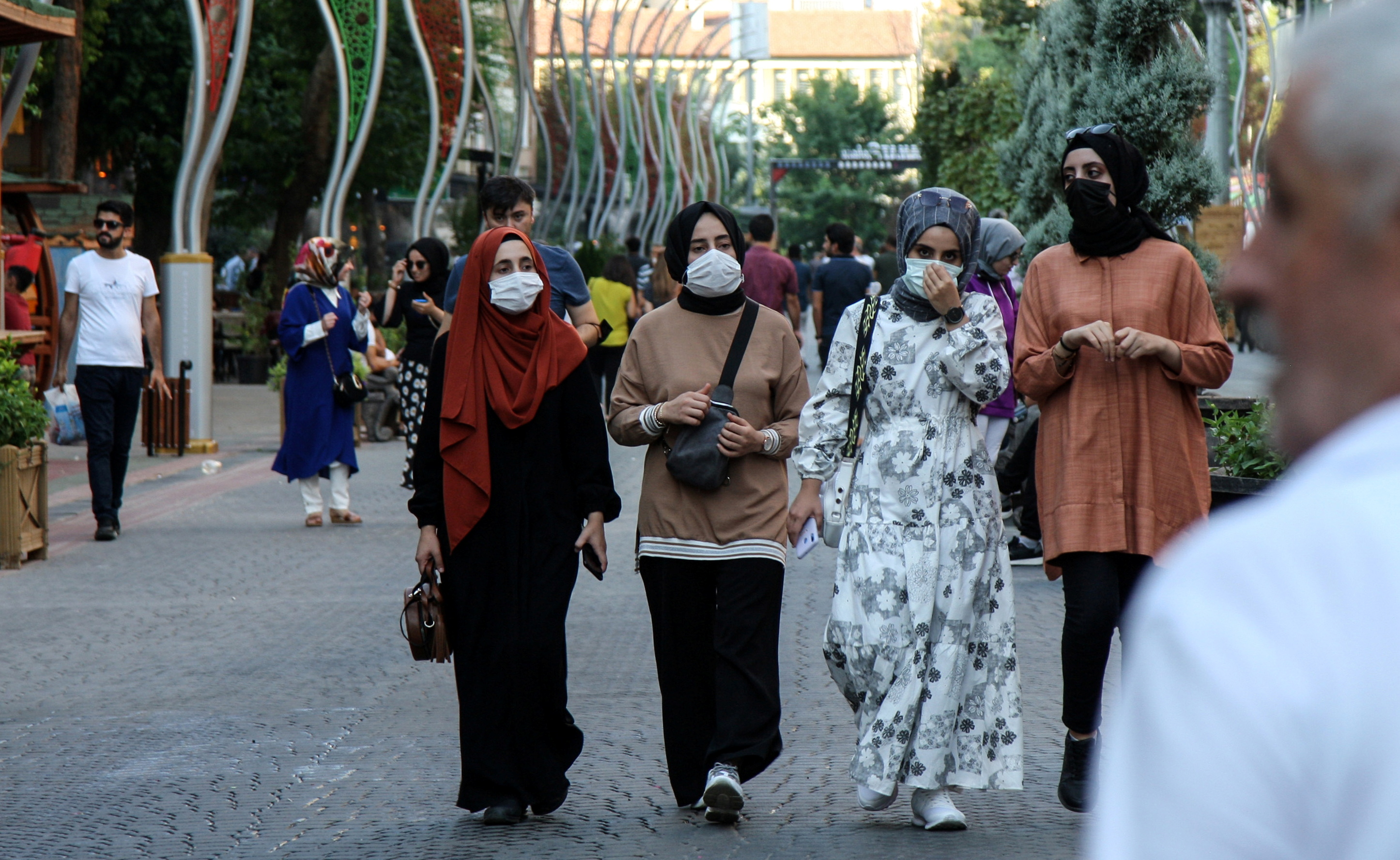 People wearing protective masks walk along a street amid a surge in COVID-19 cases in Diyarbakir, Turkey July 27, 2021. Picture taken July 27, 2021. REUTERS/Sertac Kayar