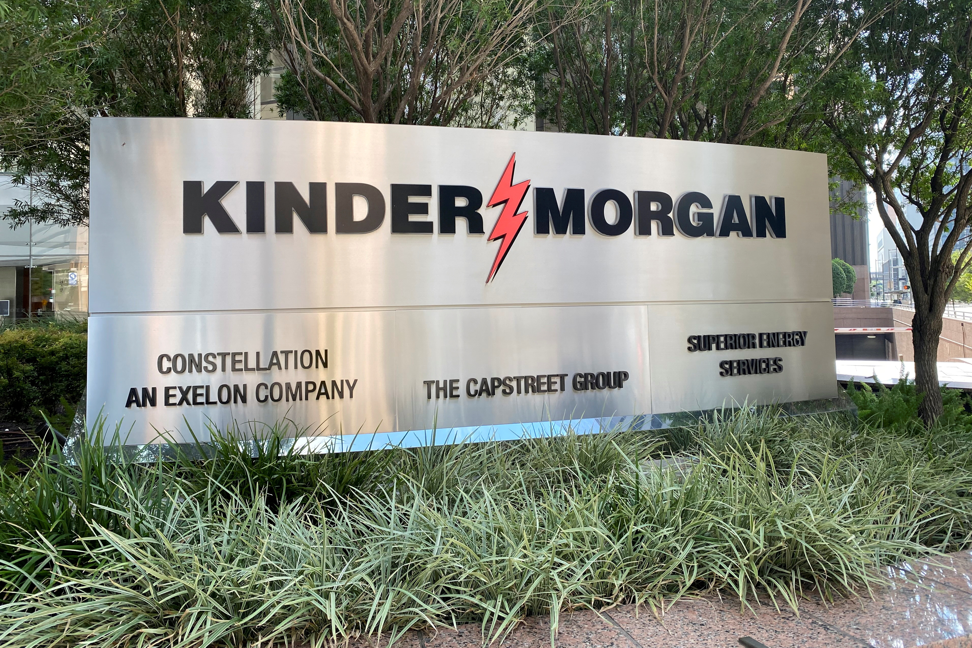 FILE PHOTO: The headquarters of U.S. energy exporter and pipeline operator Kinder Morgan Inc. is seen in Houston, Texas, U.S. September 27, 2020.  REUTERS/Gary McWilliams/File Photo