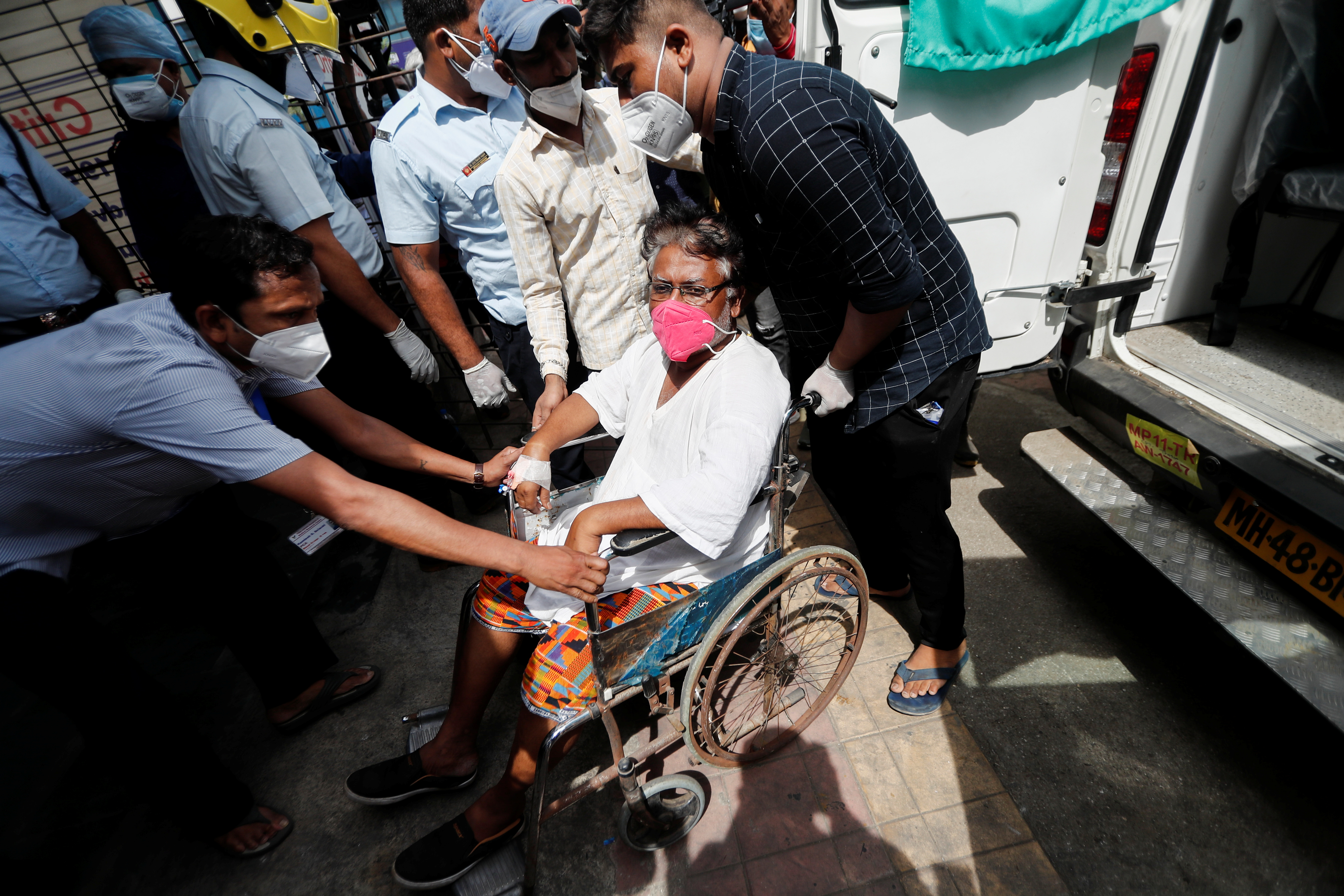 A patient suffering from the coronavirus disease (COVID-19) is evacuated from a hospital after it caught fire in Virar, on the outskirts of Mumbai, India, April 23, 2021. REUTERS/Francis Mascarenhas